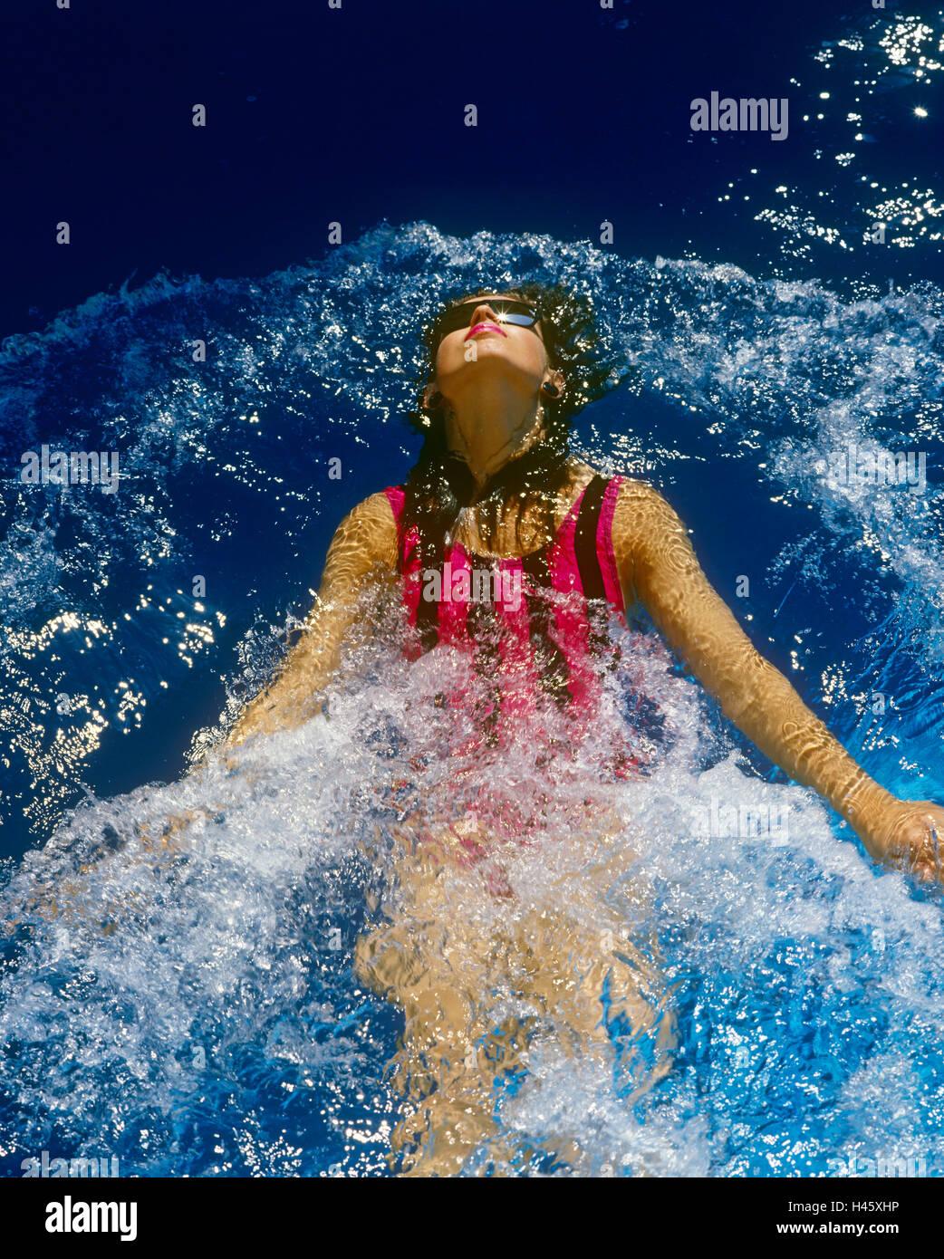 Girl swimming in pool Photo Stock