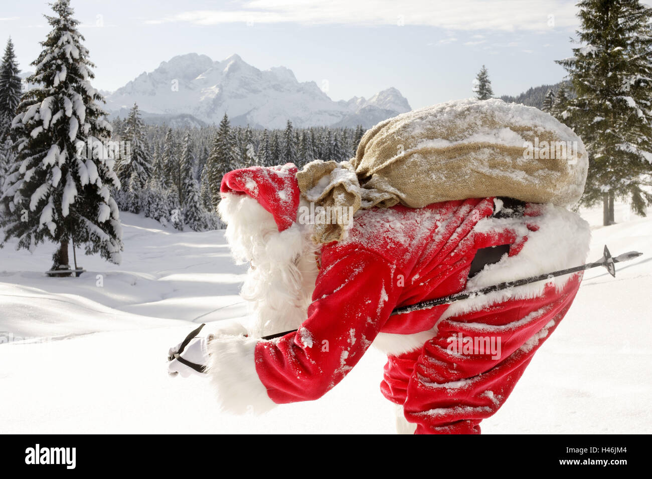 Image Pere Noel En Ski.Santa Claus Skis Celerite Pochette Presente Paysage D