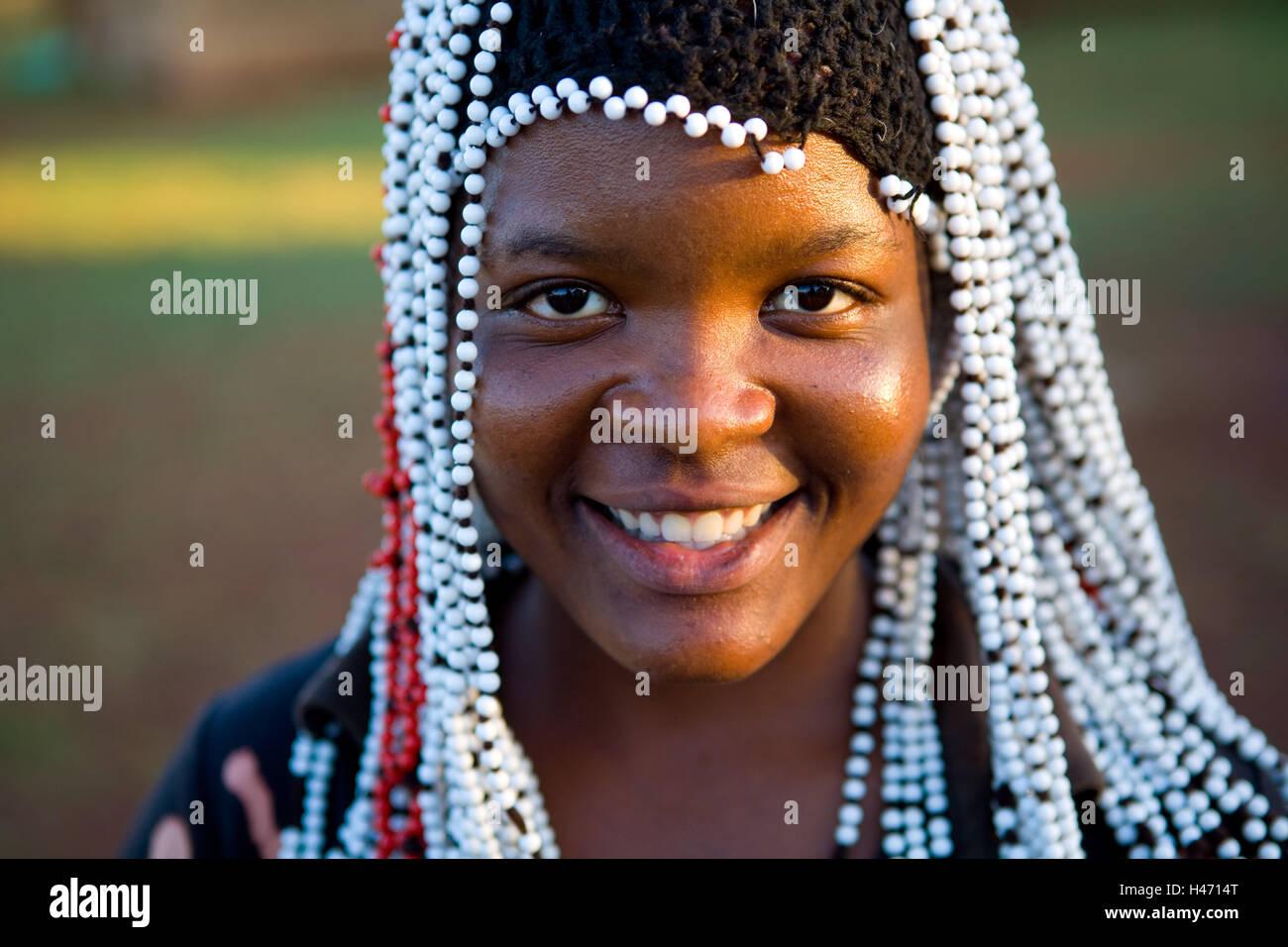 Au Sud L Afrique Le Kwazulu Natal La Tribu Zulu Fille Coiffure
