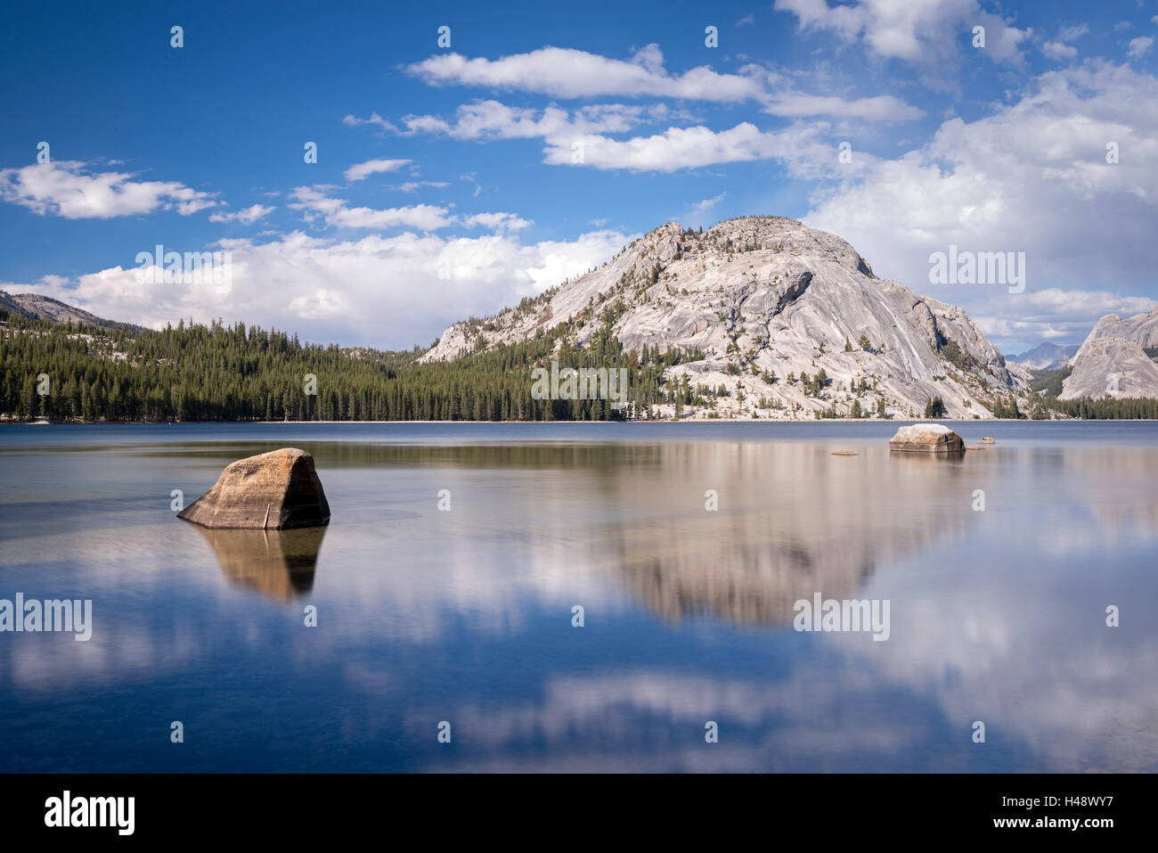 Lac Tenaya dans Yosemite National Park, California, USA. L'automne (octobre) 2014. Photo Stock