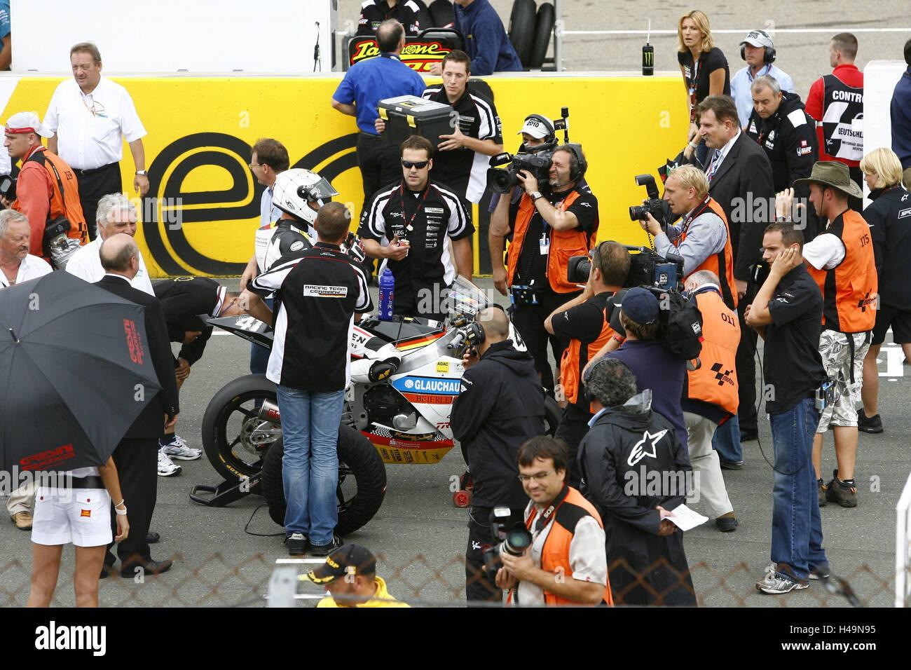 De l'ambiance, l'Allemagne Moto GP, anneau de Saxon, ligne de départ, l'équipe, Photo Stock