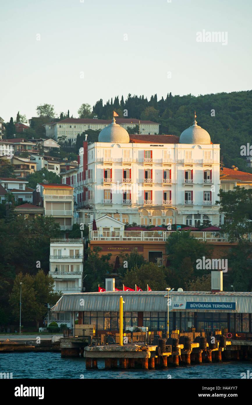 La Turquie, Istanbul, îles du prince (en Turc Adalar) dans le Marmarameer, Bykada, généreux Palace Photo Stock