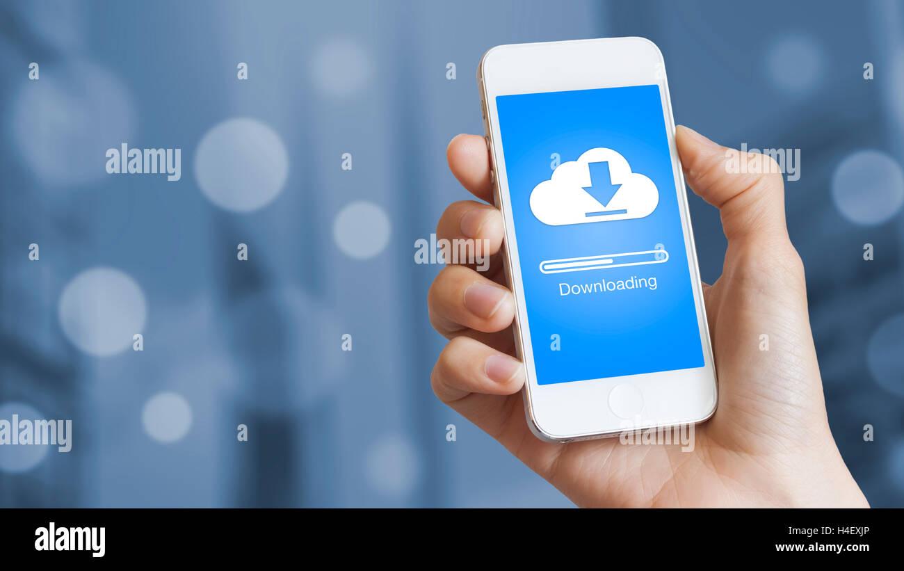Télécharger Cloud pour téléphone mobile à partir de données enregistrées sur Photo Stock