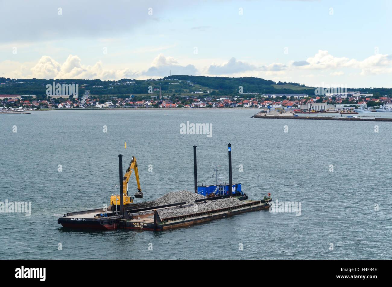 Barge travaillant près du port de Frederikshavn, Danemark Banque D'Images
