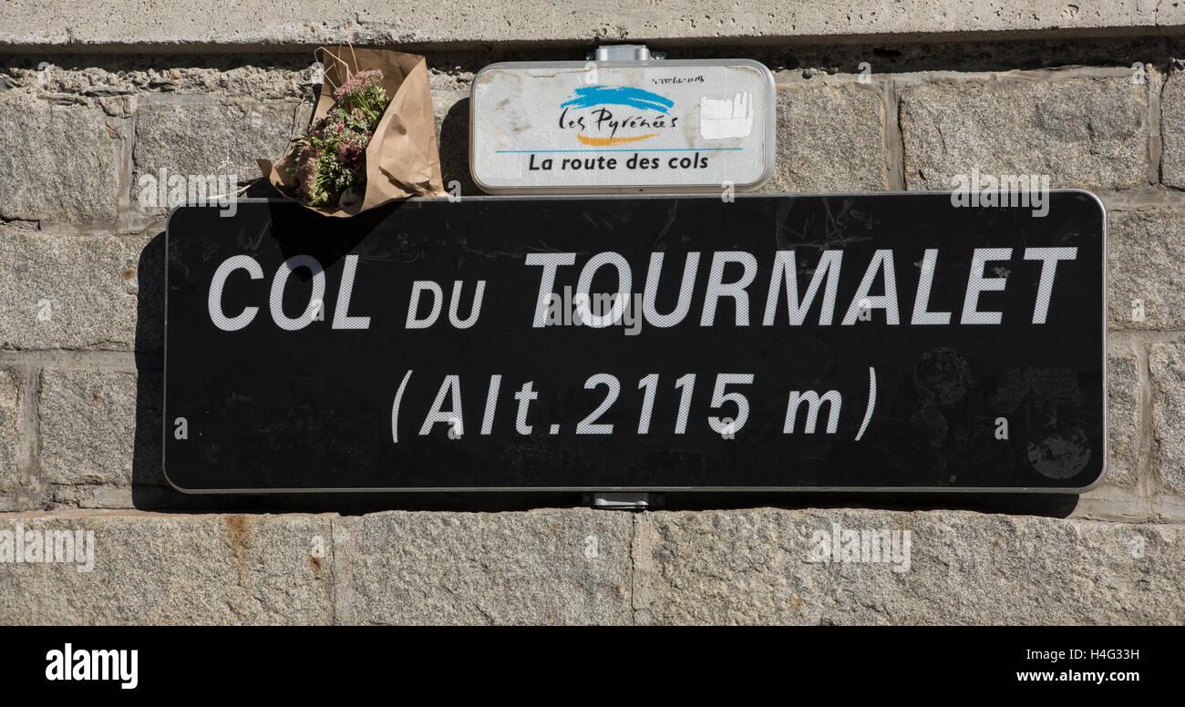 Inscrivez-vous au sommet du col de Tourmalet dans le département de Hautes Pyrenees France Photo Stock