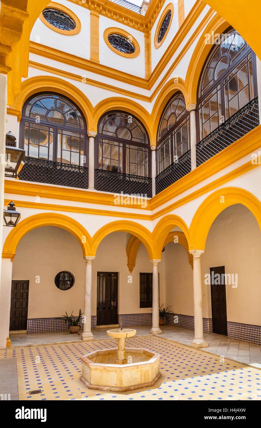 Espagne, Andalousie, province de Séville, Séville, l'Alcazaba, le Fountain court dans le Patio del Photo Stock