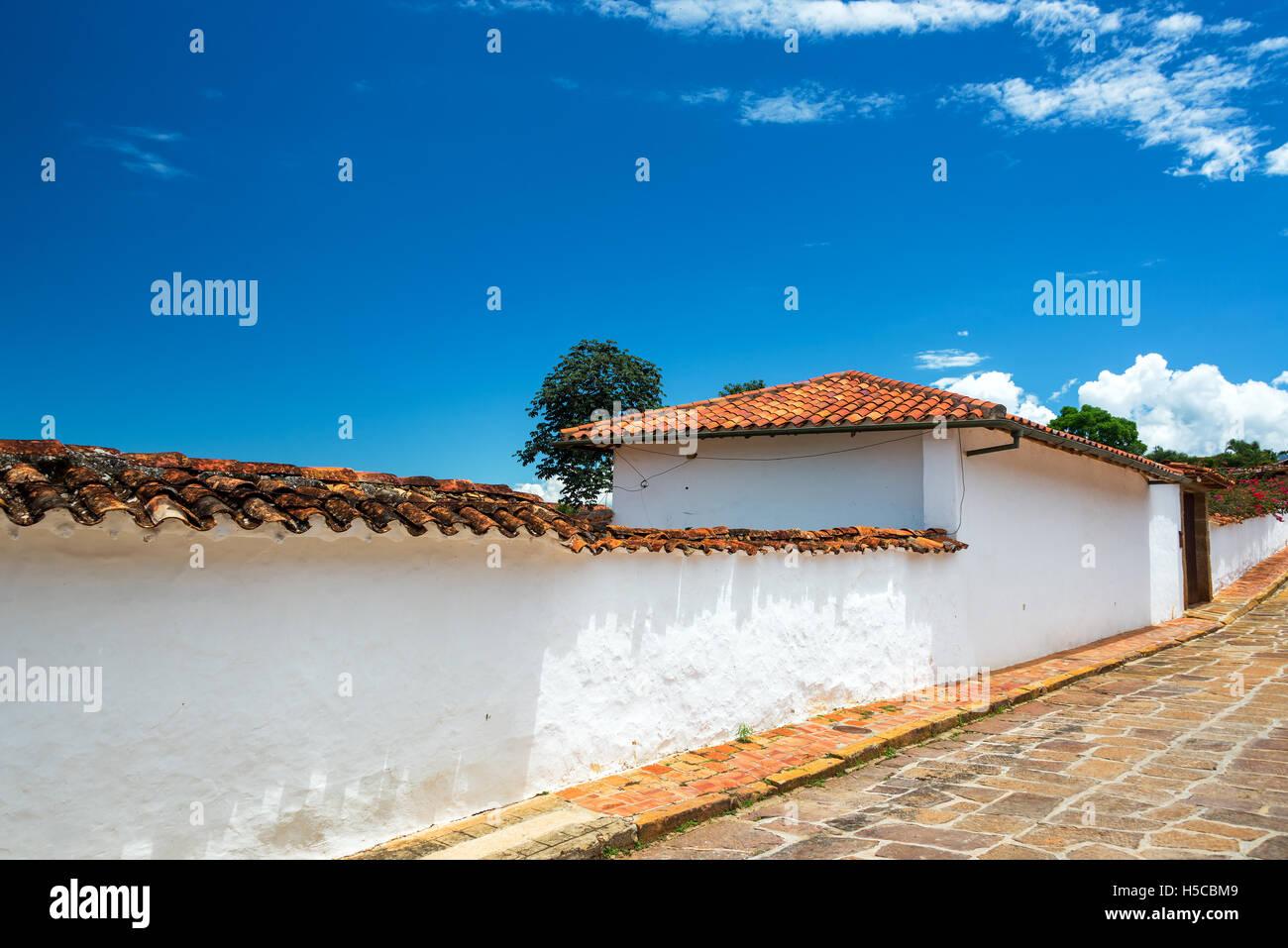 L'architecture coloniale blanche à Barichara, Colombie Photo Stock