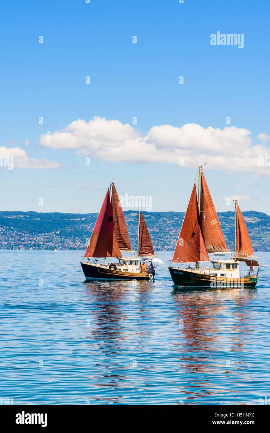 Bateaux à voile traditionnel au bord du Lac Léman, à Évian-les-Bains, France Banque D'Images