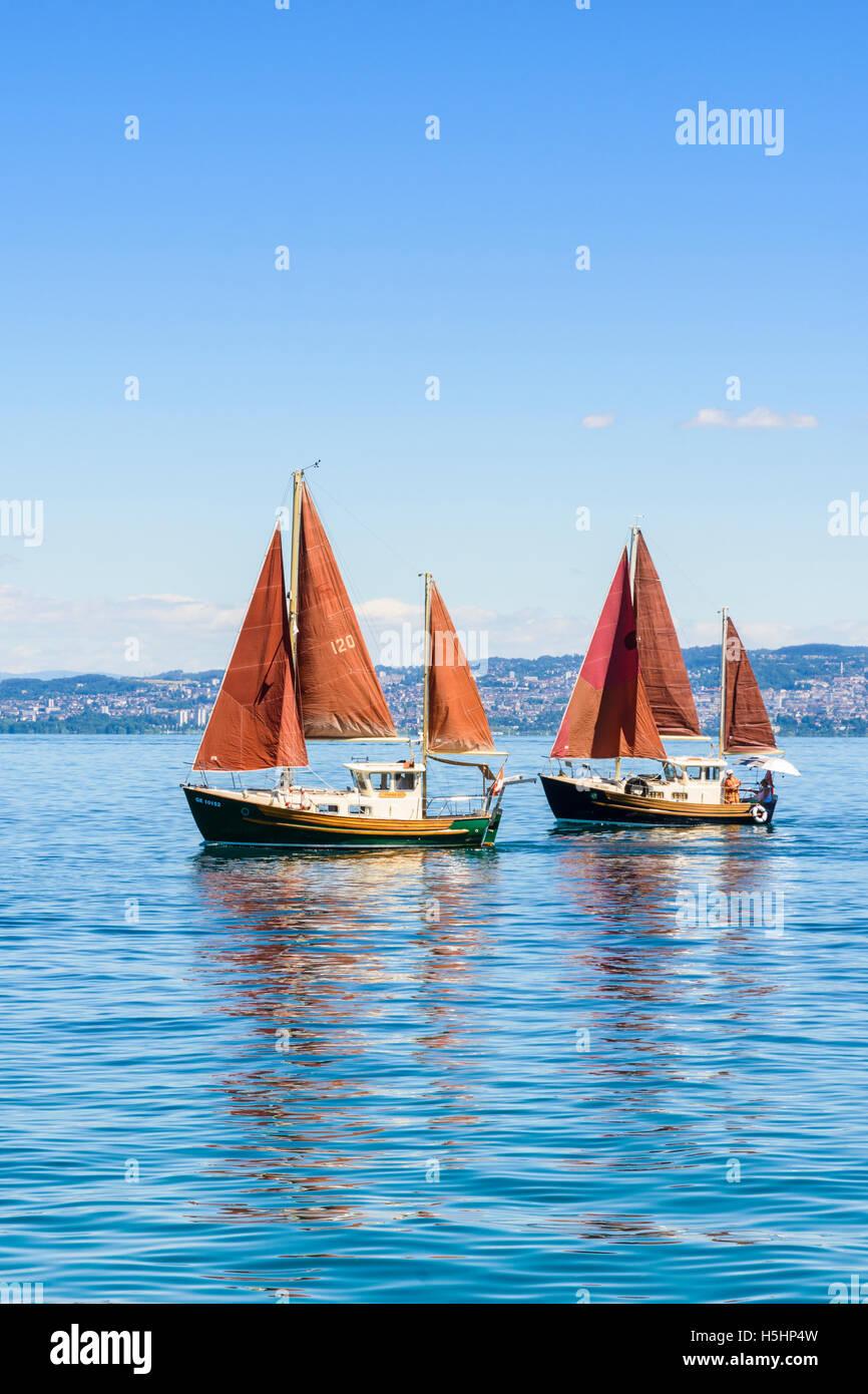 Bateaux à voile traditionnel au bord du Lac Léman, à Évian-les-Bains, France Photo Stock