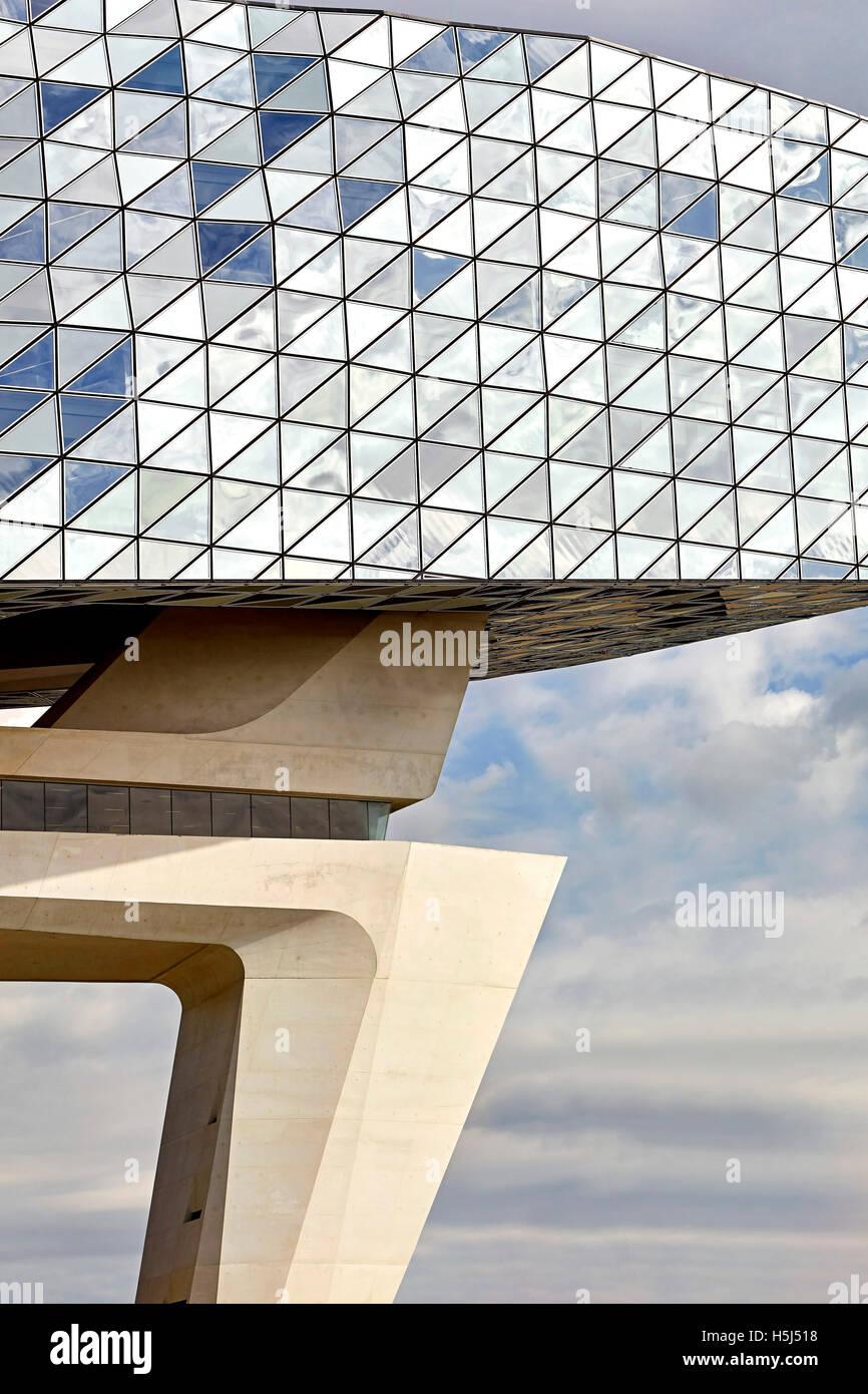 Poutre de b ton et de verre facettes triangulaires de fa ade ext rieure maison du port anvers - Port d anvers belgique adresse ...