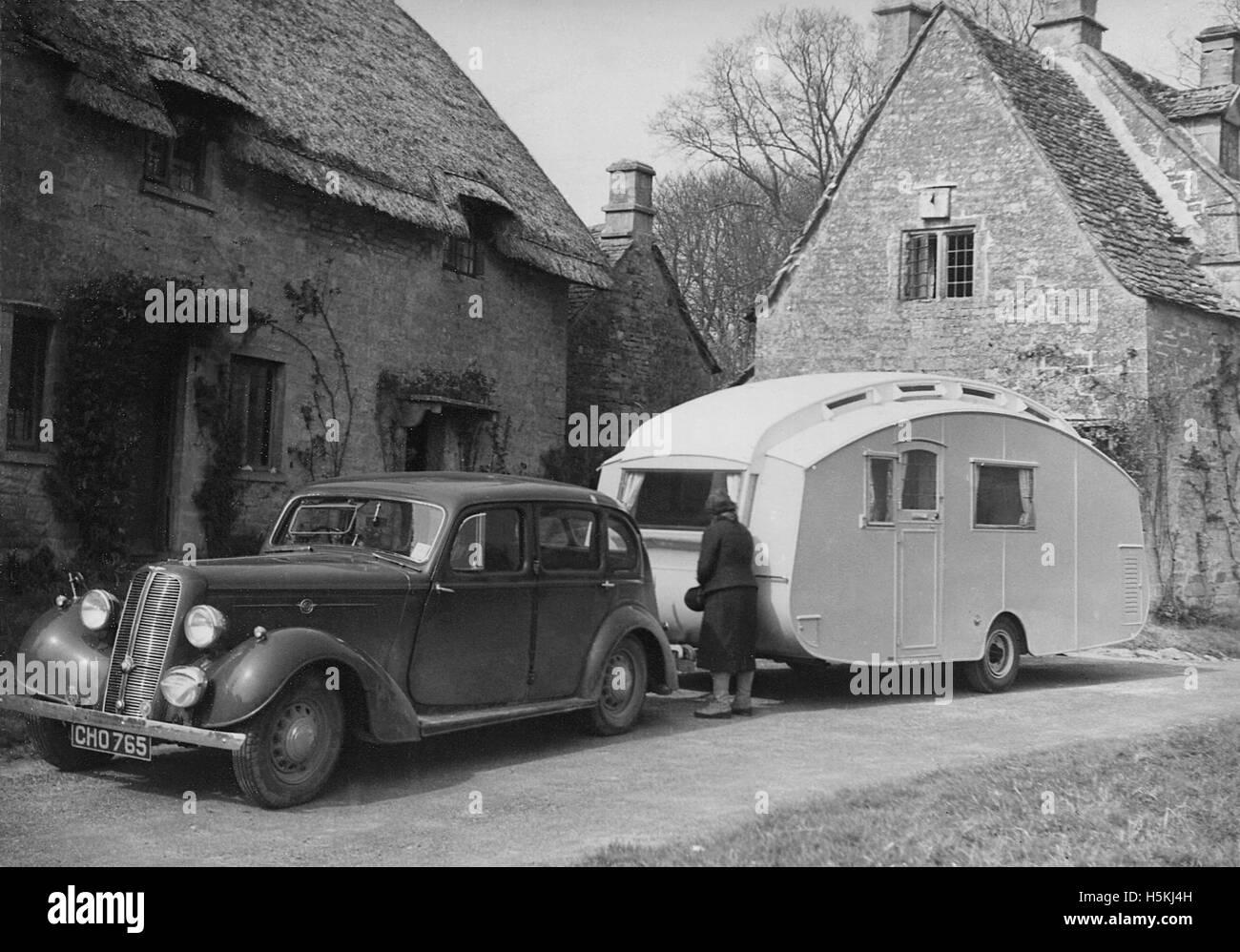 1937 Hillman 14 avec caravane Photo Stock