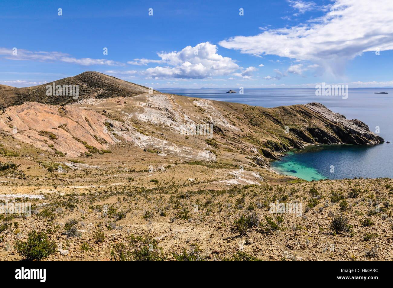 Vue d'un sur la péninsule de Isla del Sol sur le lac Titicaca en Bolivie Photo Stock