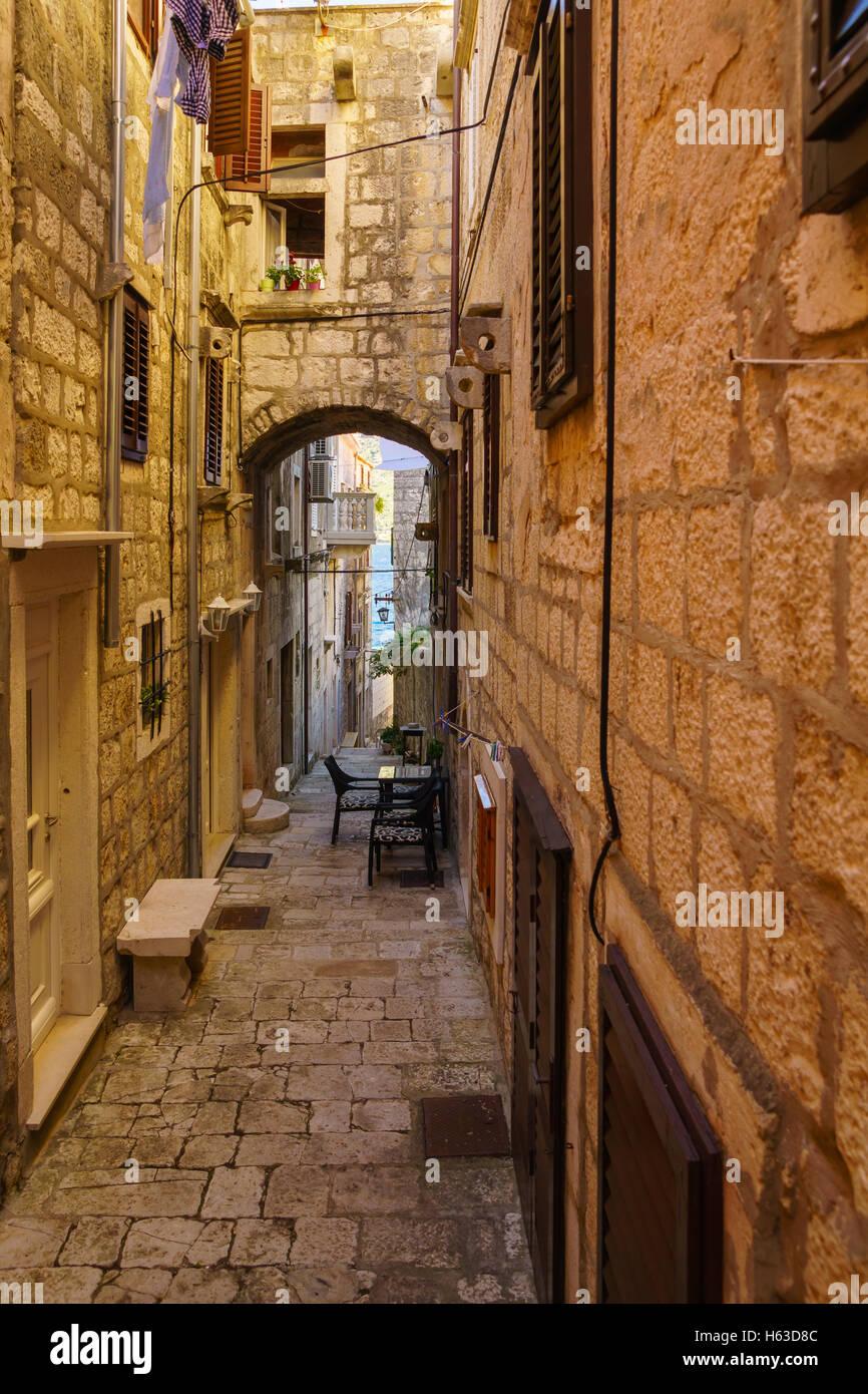 Une ruelle dans la vieille ville de Korcula, en Dalmatie, Croatie Photo Stock