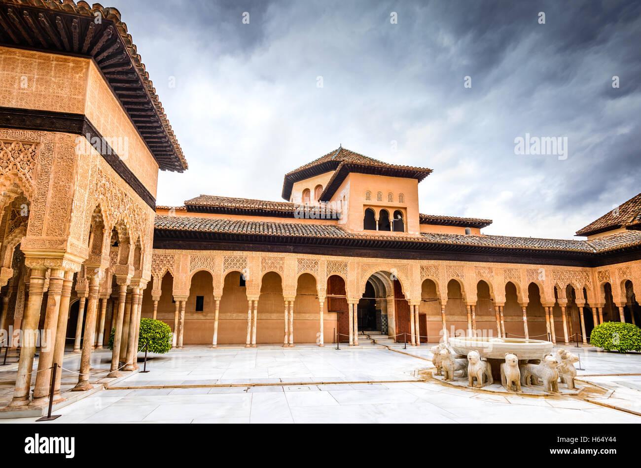 Granada, Espagne. Patio de los Leones dans Alhambra de Grenade, l'un des monuments les plus connus en Espagne. Photo Stock