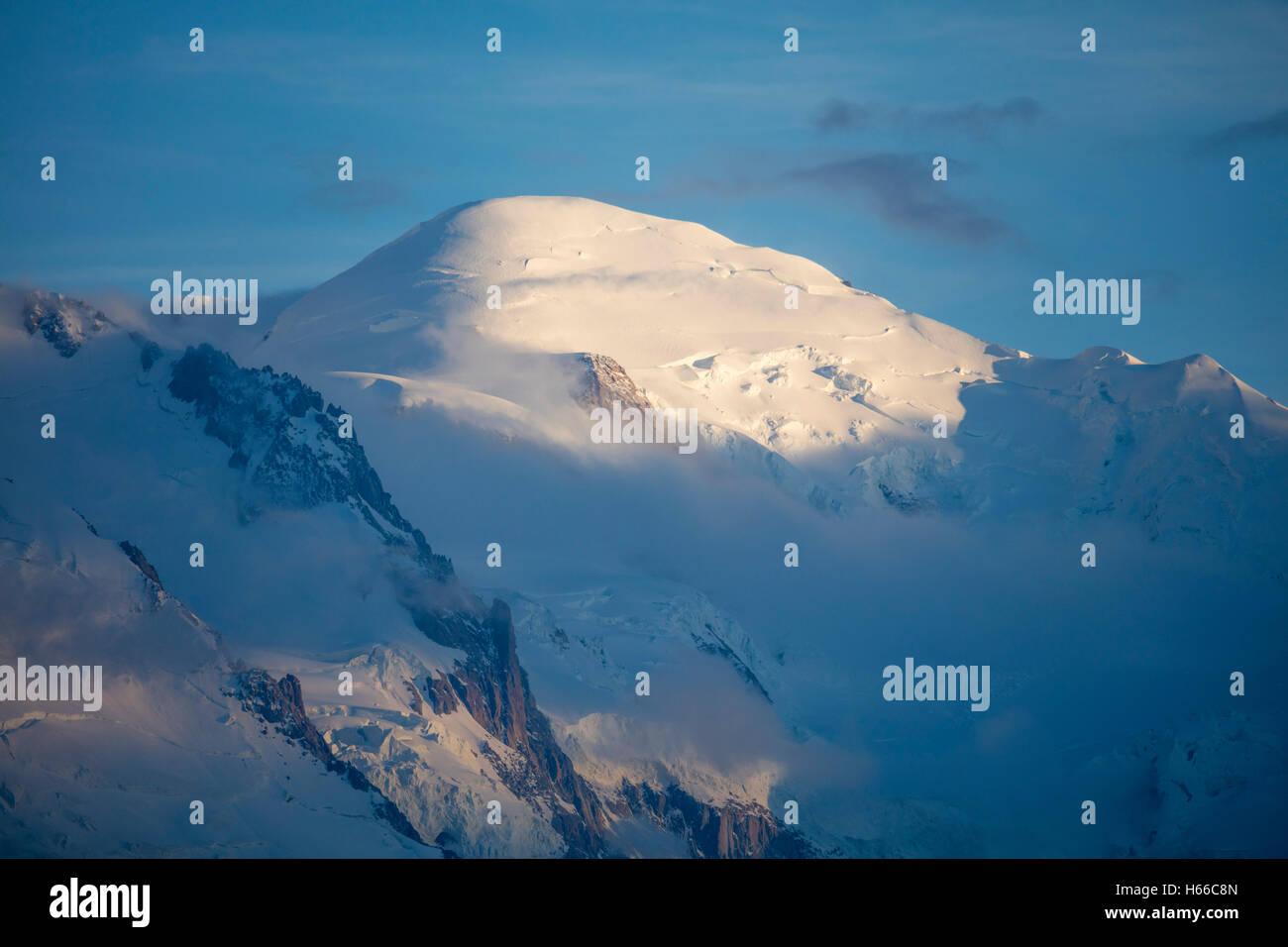 Le sommet du Mont Blanc (4809m), Vallée de Chamonix, Alpes, France. Photo Stock