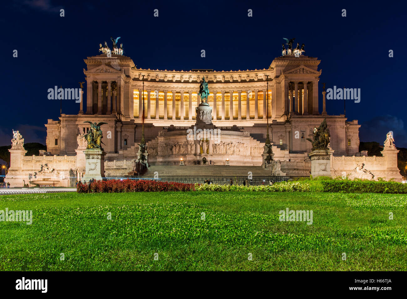 Vue de la nuit de l'Altare della Patria ou monument Vittoriano, Rome, Latium, Italie Photo Stock