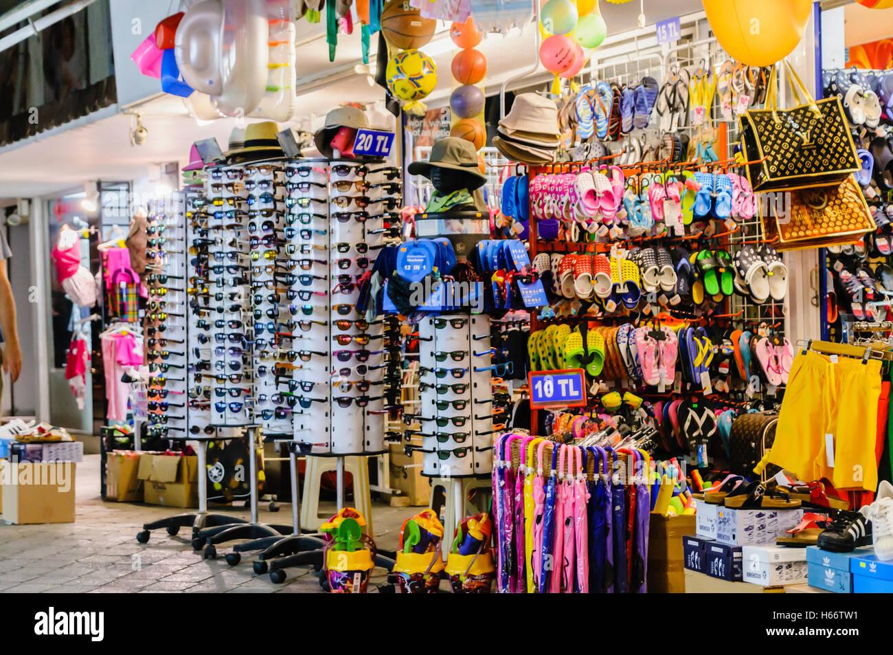 FethiyeTurquie Souvenirs Marché De À Fausses Boutique Vendant nwON8XZk0P
