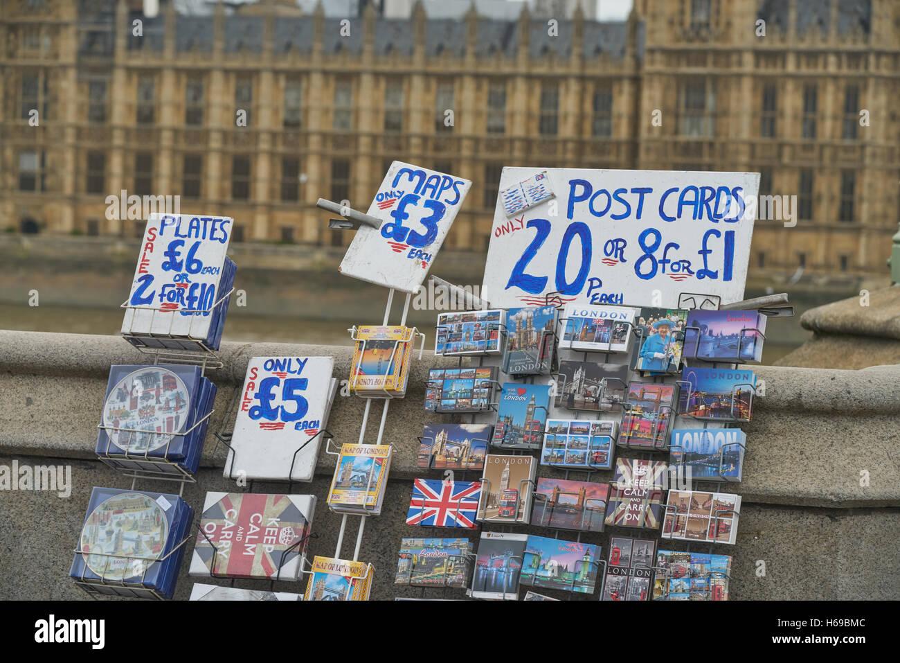 Distributeur de cartes post. Cartes postales London Tourism London. Photo Stock