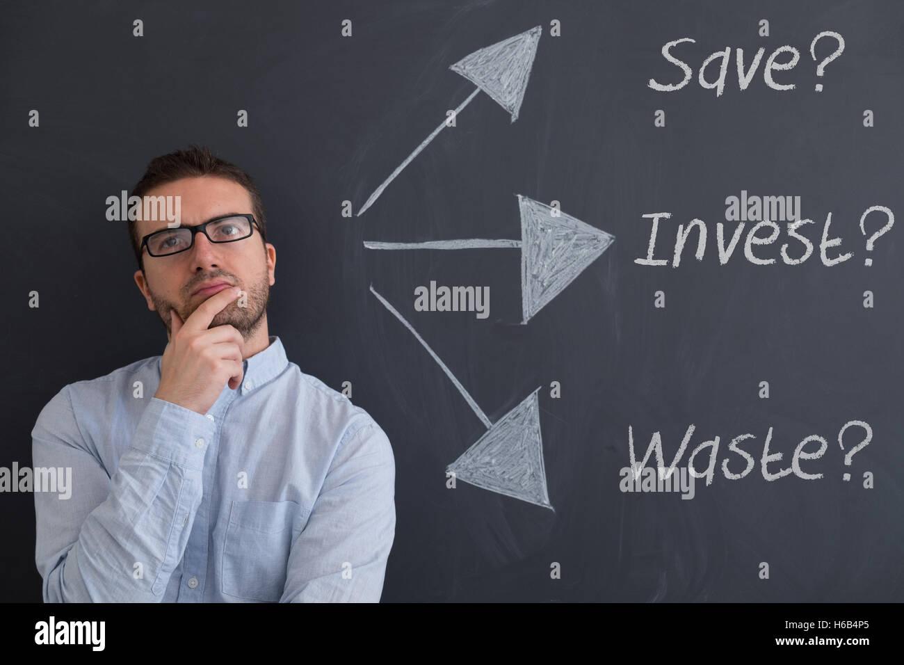 Homme d'affaires est d'essayer de trouver des solutions pour son futur Photo Stock