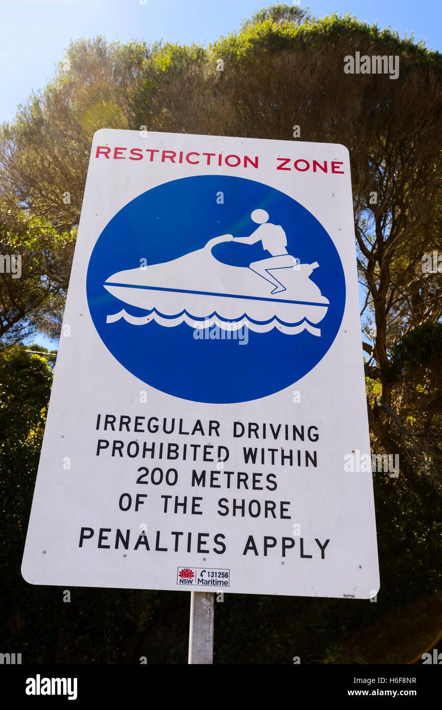 """Panneau d'avertissement """"Zone de restriction pour des jet skis, Coffs Harbour, Nouvelle-Galles du Sud, Photo Stock"""