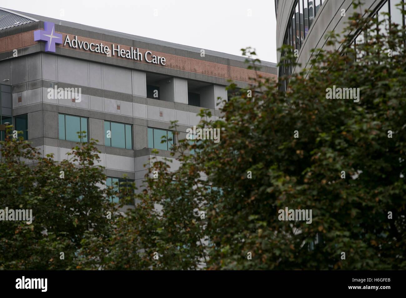 Un logo affiche à l'extérieur du siège de l'avocat les soins à Downers Grove, Illinois, Photo Stock