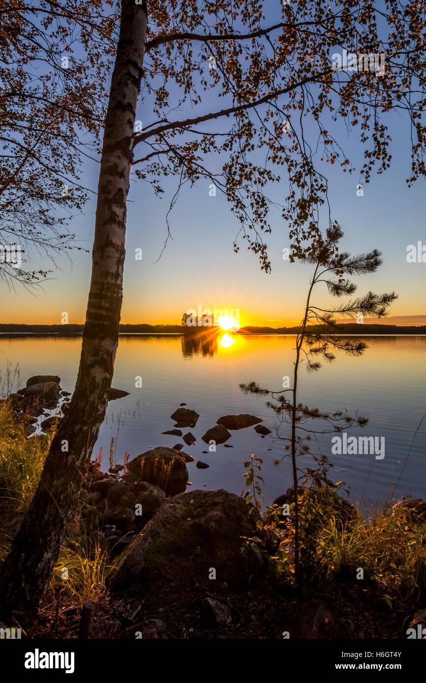 Coucher du soleil dans le sud de la Finlande. Photo Stock