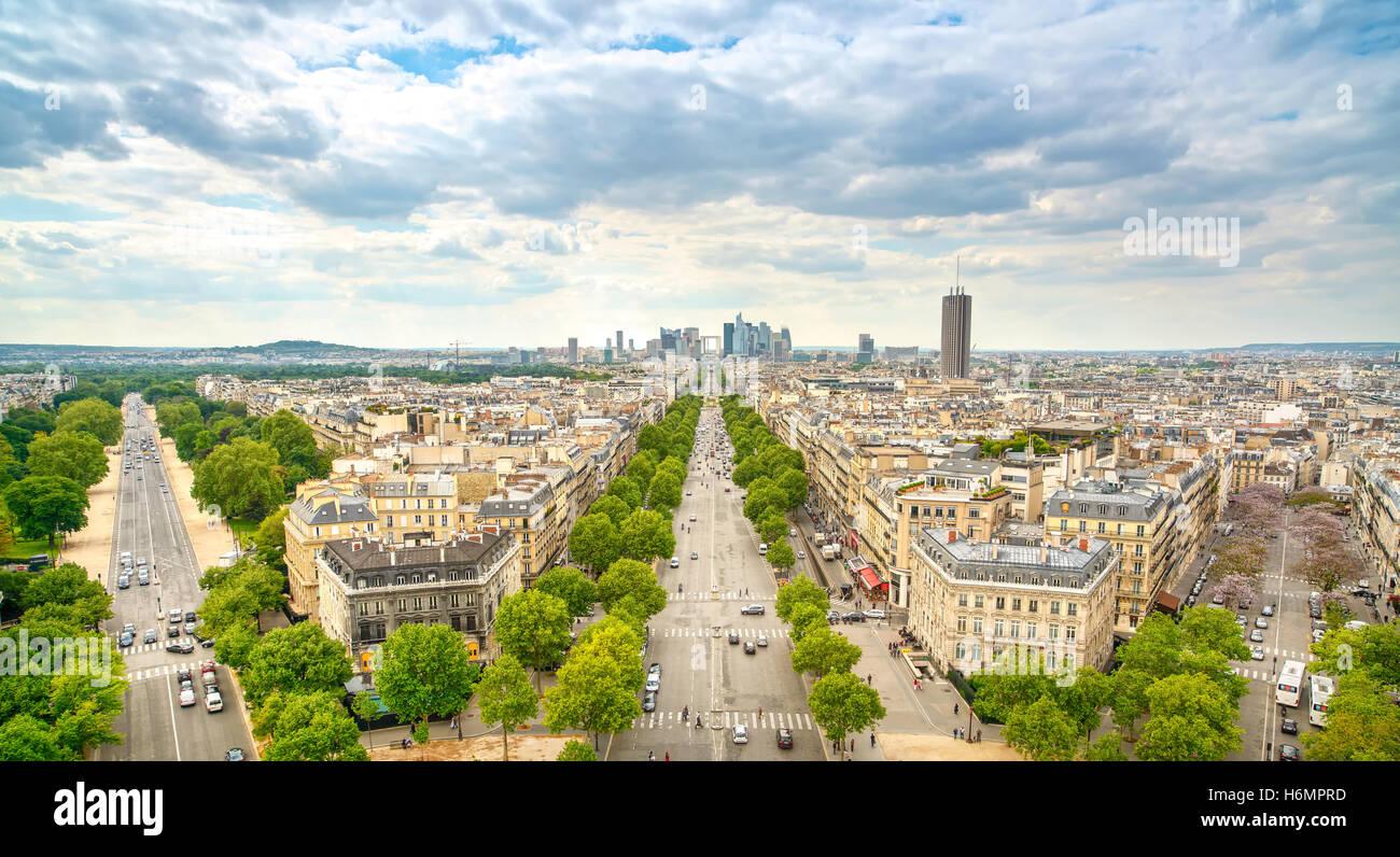 Zone d'affaires de la Défense, la Grande Armée avenue. Vue de l'Arc de Triomphe. Paris, France, Photo Stock