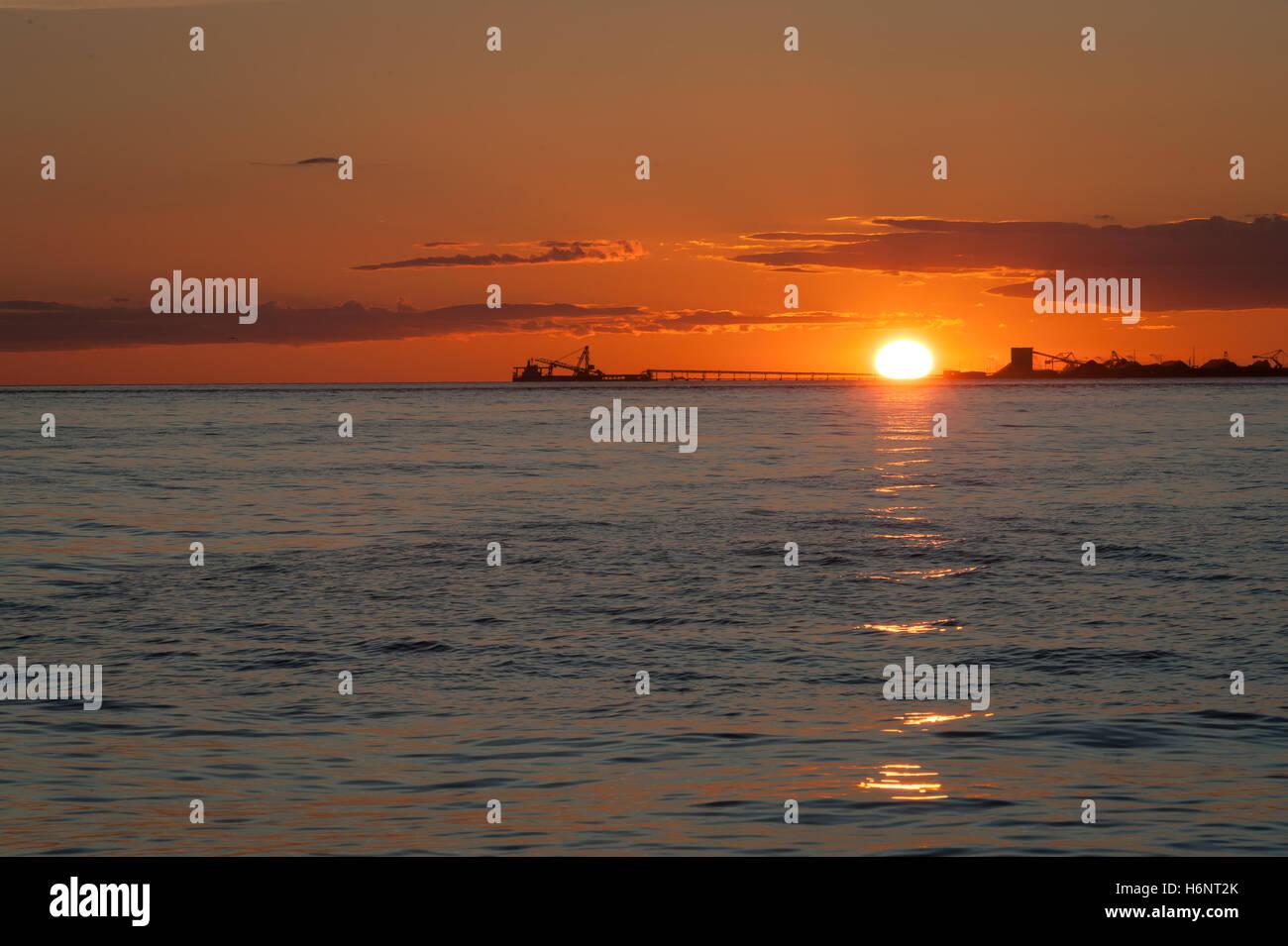 Les pétroliers au coucher du soleil à Point Roberts, Washington State, USA Banque D'Images