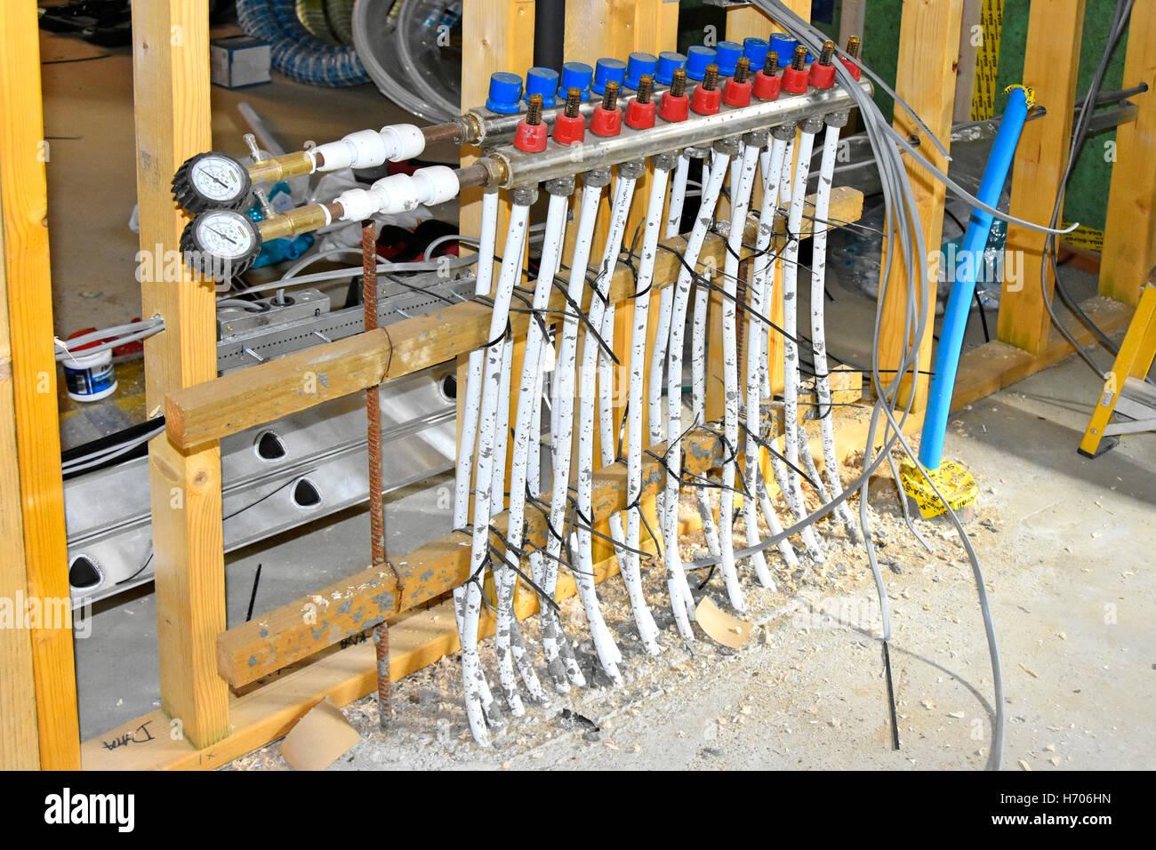 Intérieur de l'énergie britannique en construction Maison Passive efficace montrant un chauffage attendent Photo Stock