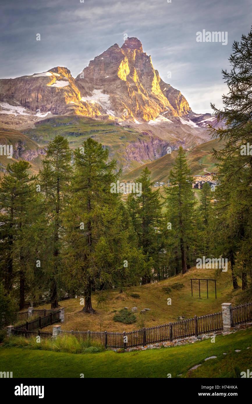 Monte Cervino (Le Mont Cervin) au lever du soleil - Breuil Cervinia, vallée d'Aoste, Alpes italiennes, Italie Banque D'Images