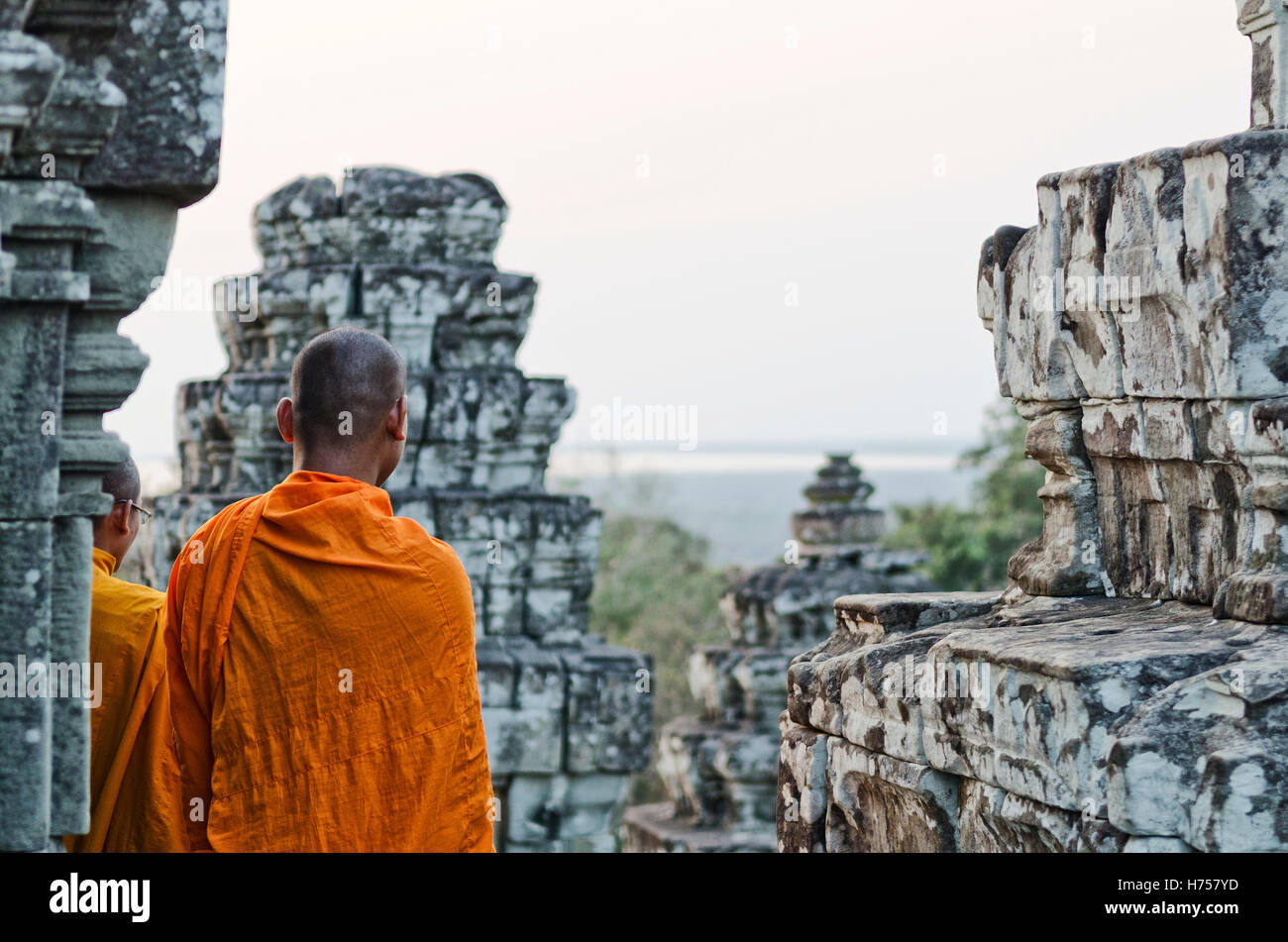 Moine Bouddhiste Cambodgien à Angkor Wat temple près de Siem Reap au Cambodge Photo Stock
