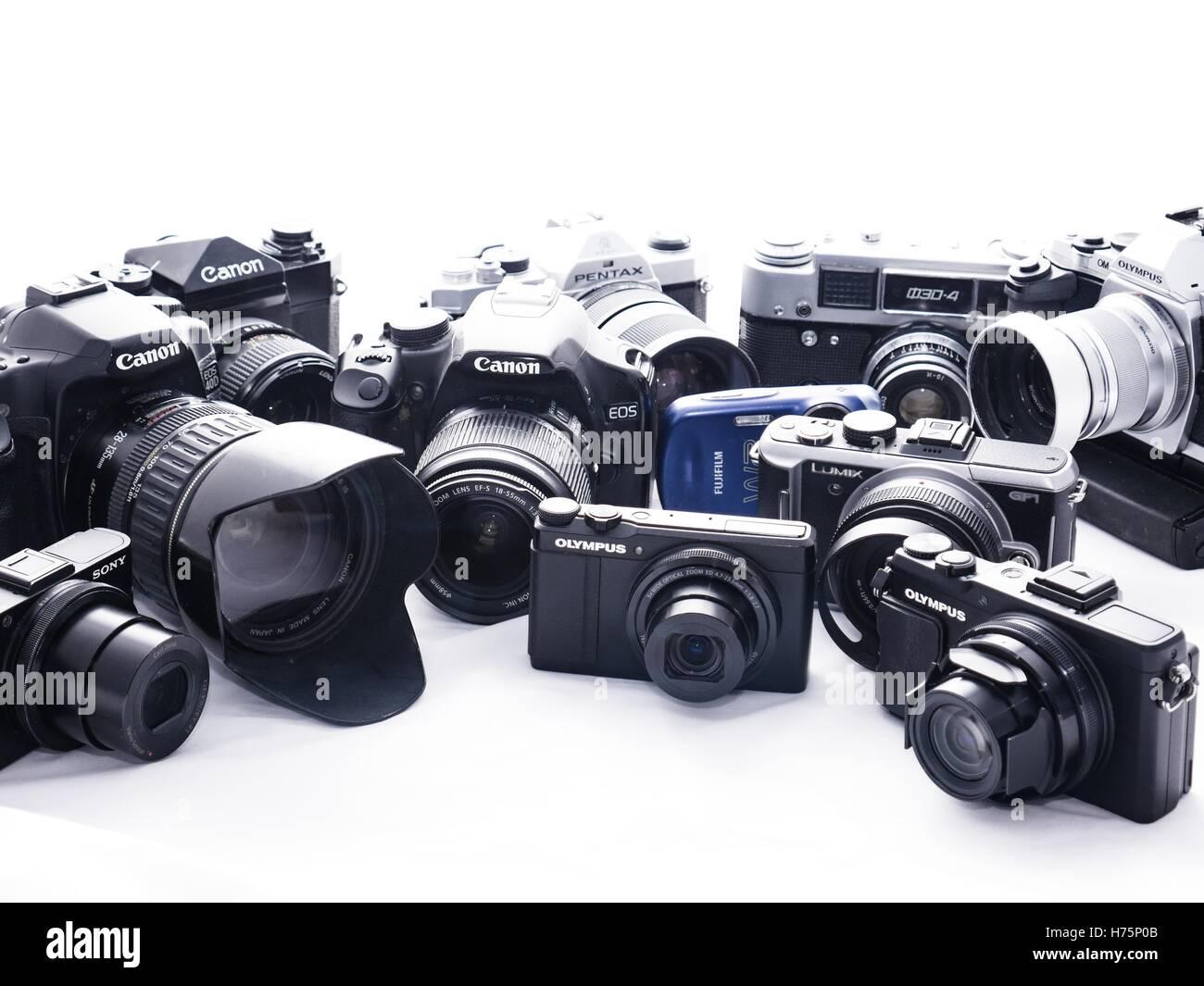 Collection d'appareils photo numériques et film Banque D'Images