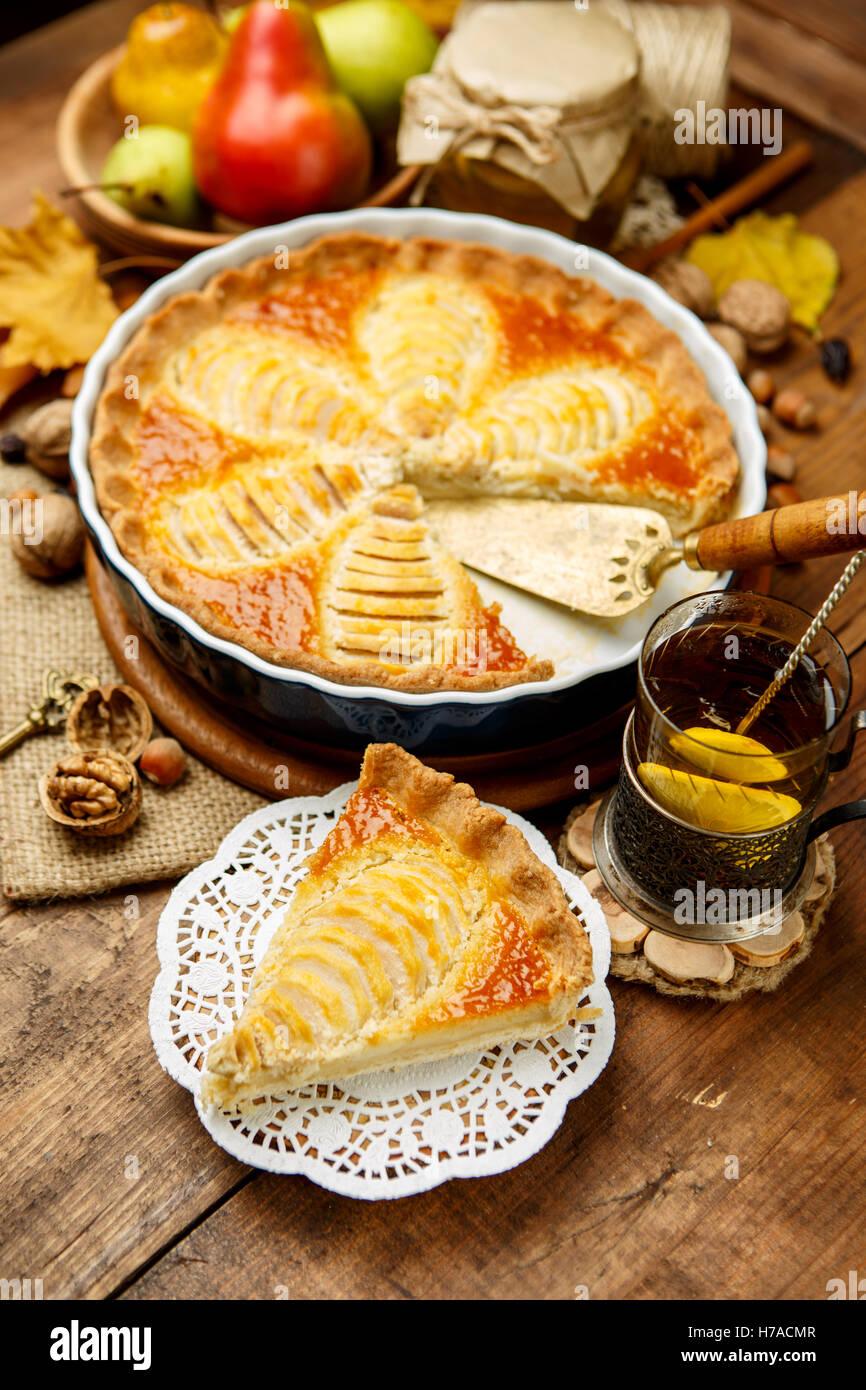 Belle Tarte aux poires fraîches bio Photo Stock