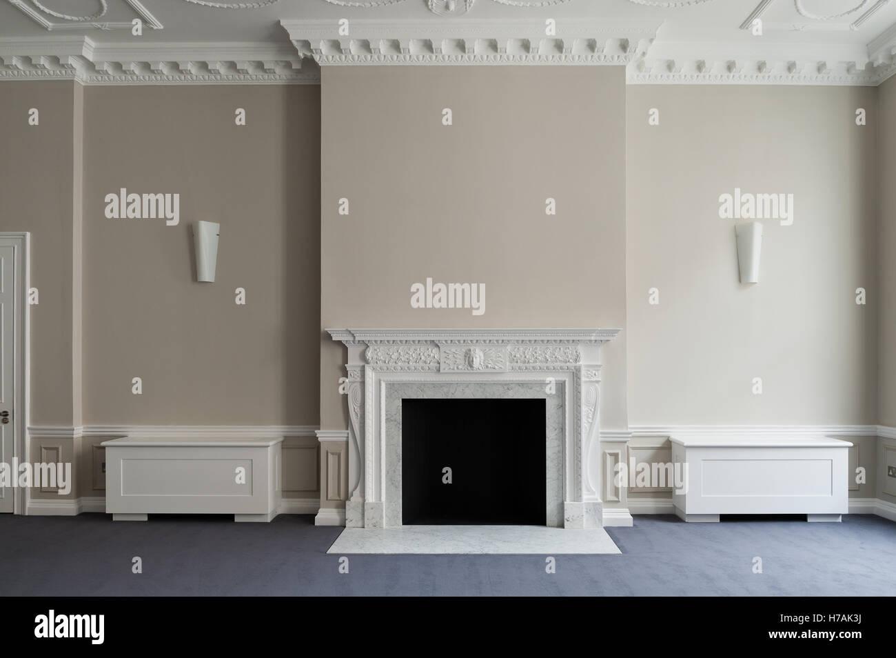 Contrat cadre peint des boîtes et cheminée dans Gloucester Place intérieur, Londres, Angleterre, Photo Stock
