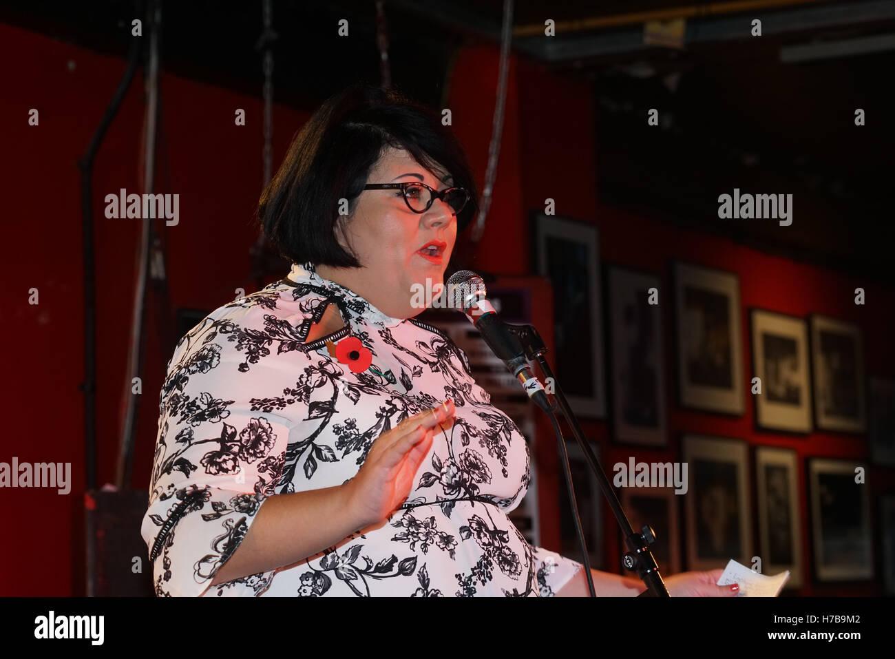 Londres, Angleterre, Royaume-Uni. 4ème Nov, 2016. Amy boiteux comme UK premier tsar nuit au 100 Club, Londres, Royaume-Uni. Credit: Voir Li/Alamy Live News Banque D'Images
