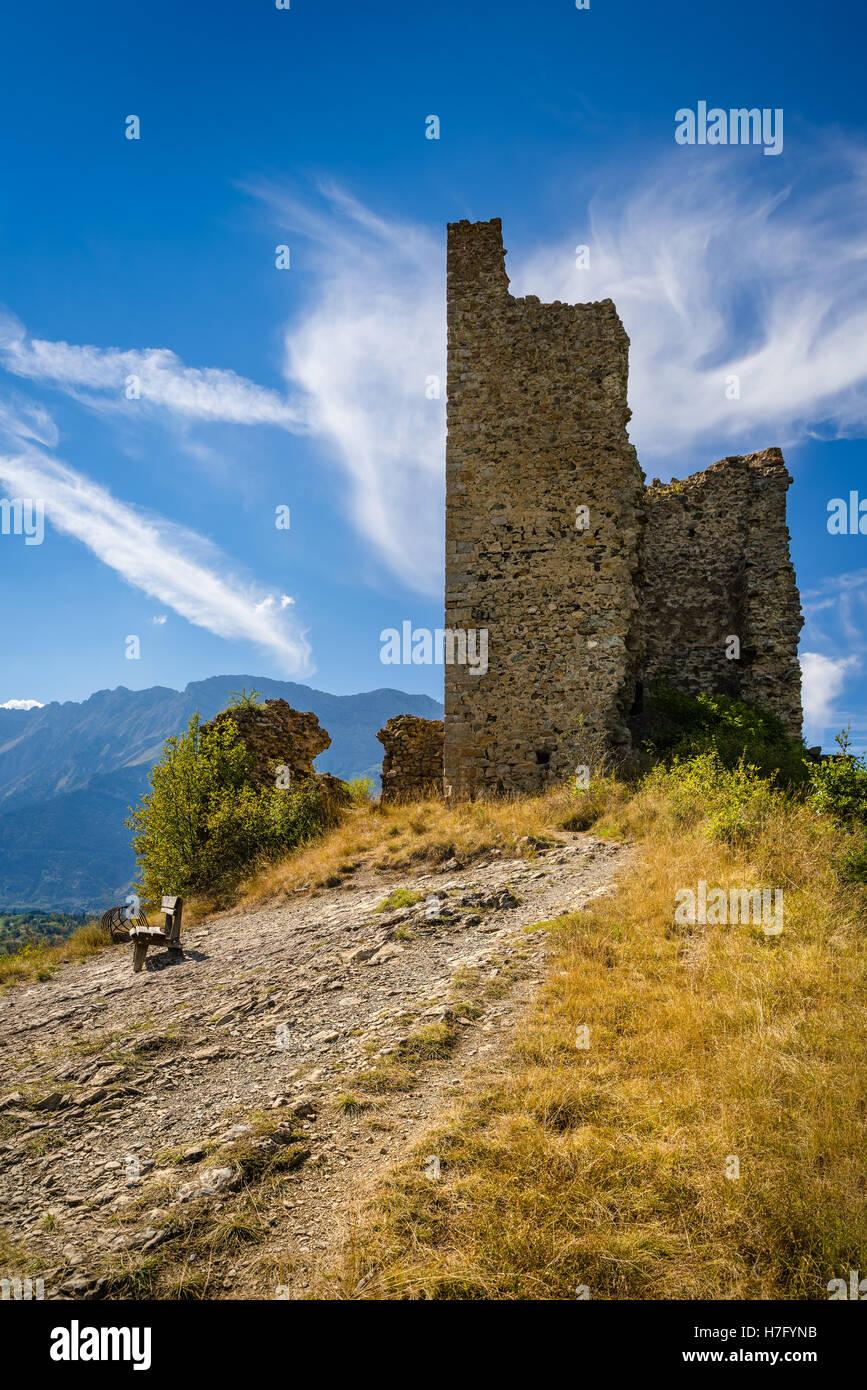 Ruines du château médiéval de Saint-Firmin. Le Valgaudemar, Alpes, France Photo Stock