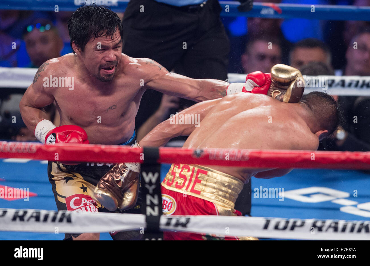 Las Vegas, USA. 5ème Nov, 2016. Manny Pacquiao (L) des Philippines au cours de la Vargas Jessie poinçons Photo Stock