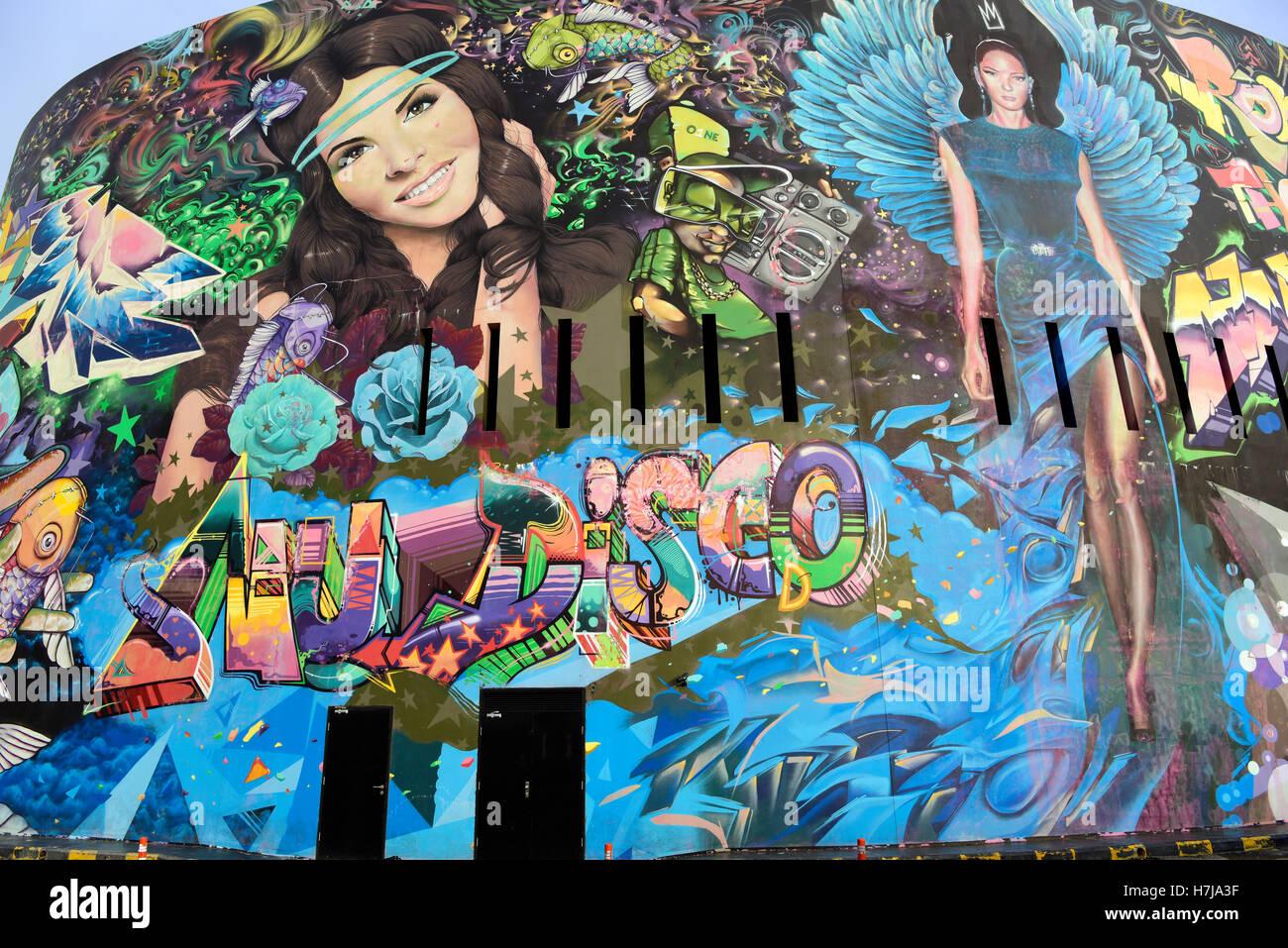 Orné de graffiti O1NW Beyrouth nightclub, Waterfront, Beyrouth, Liban. Photo Stock