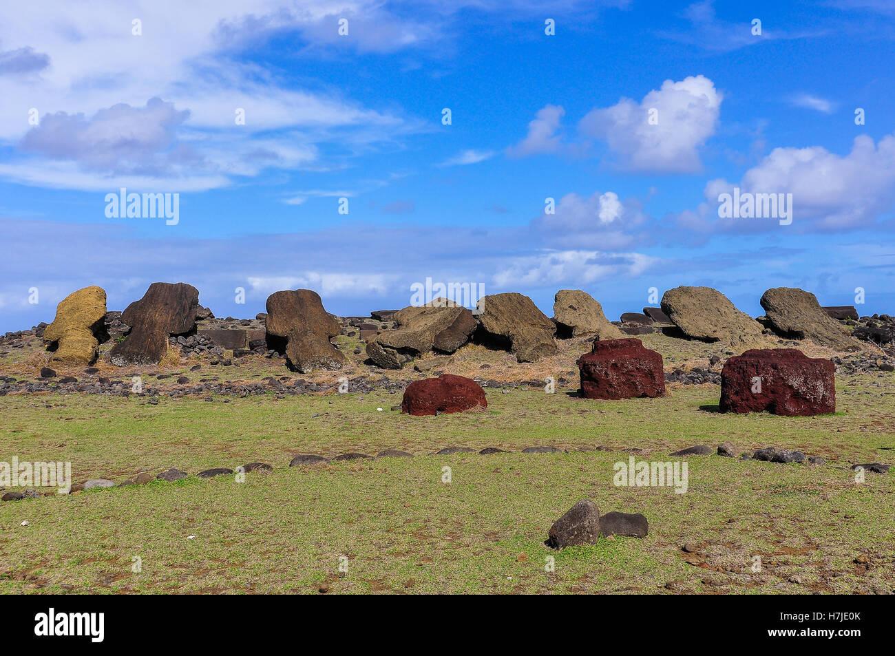 Moai statue ruines dans Akahanga, site de l'île de Pâques, Chili Photo Stock