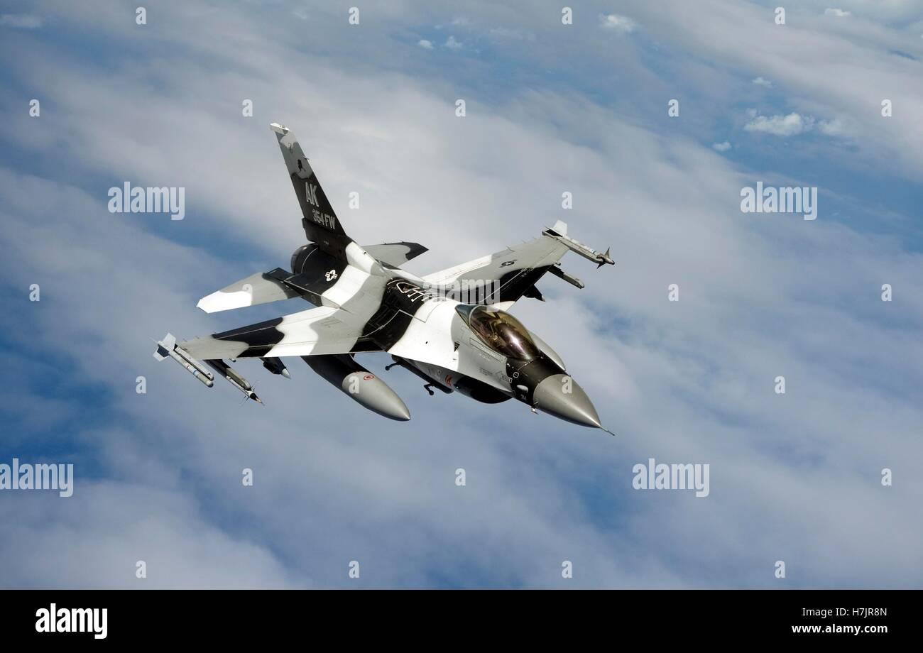 Un F-16C Fighting Falcon aéronefs en vol au cours de l'exercice Valiant Shield 20 septembre 2014 sur Guam. Banque D'Images
