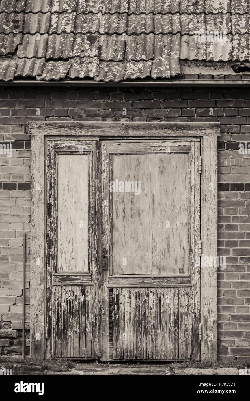 Porte fermée du vieux bâtiment abandonné. Vintage House avant. Grungy architecture. Banque D'Images