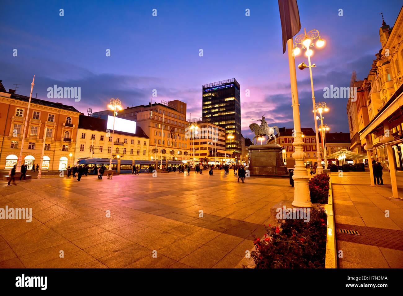 La place principale de Zagreb, capitale de la soirée Croatie Photo Stock