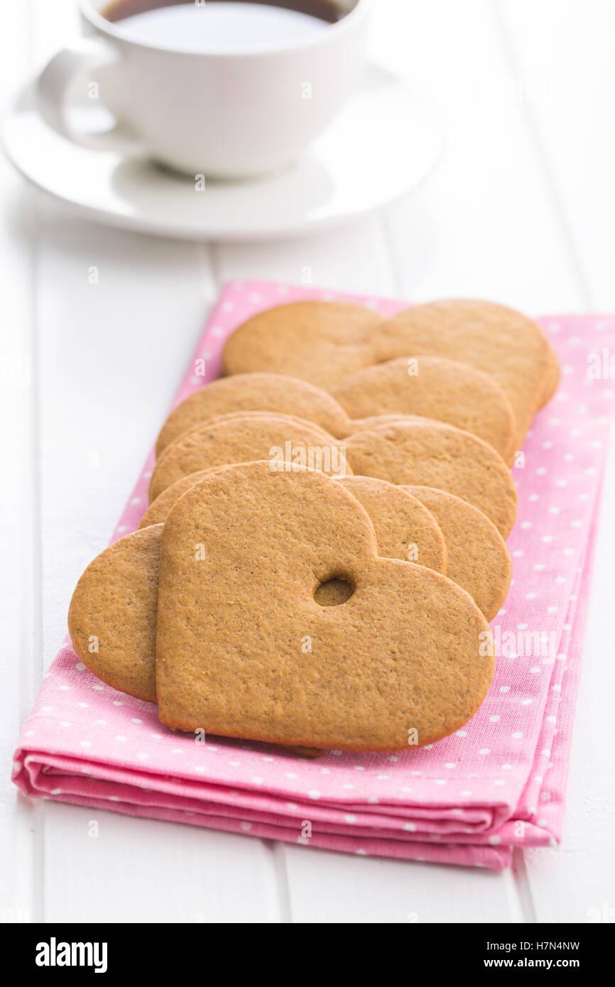Forme d'épice coeur rose sur la serviette. Photo Stock