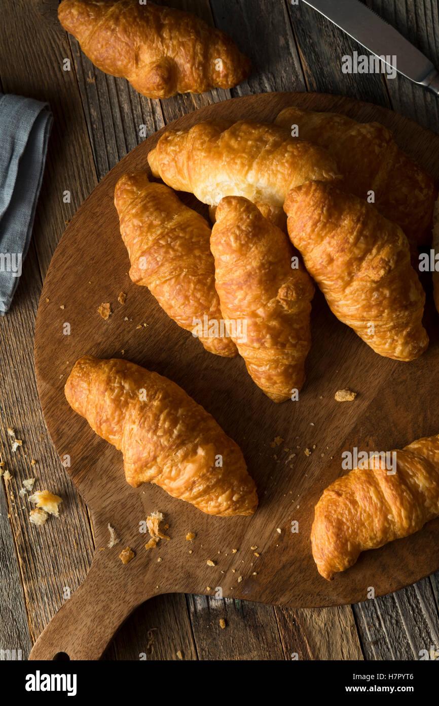 Un petit-déjeuner maison bio croissants prêt à manger Photo Stock