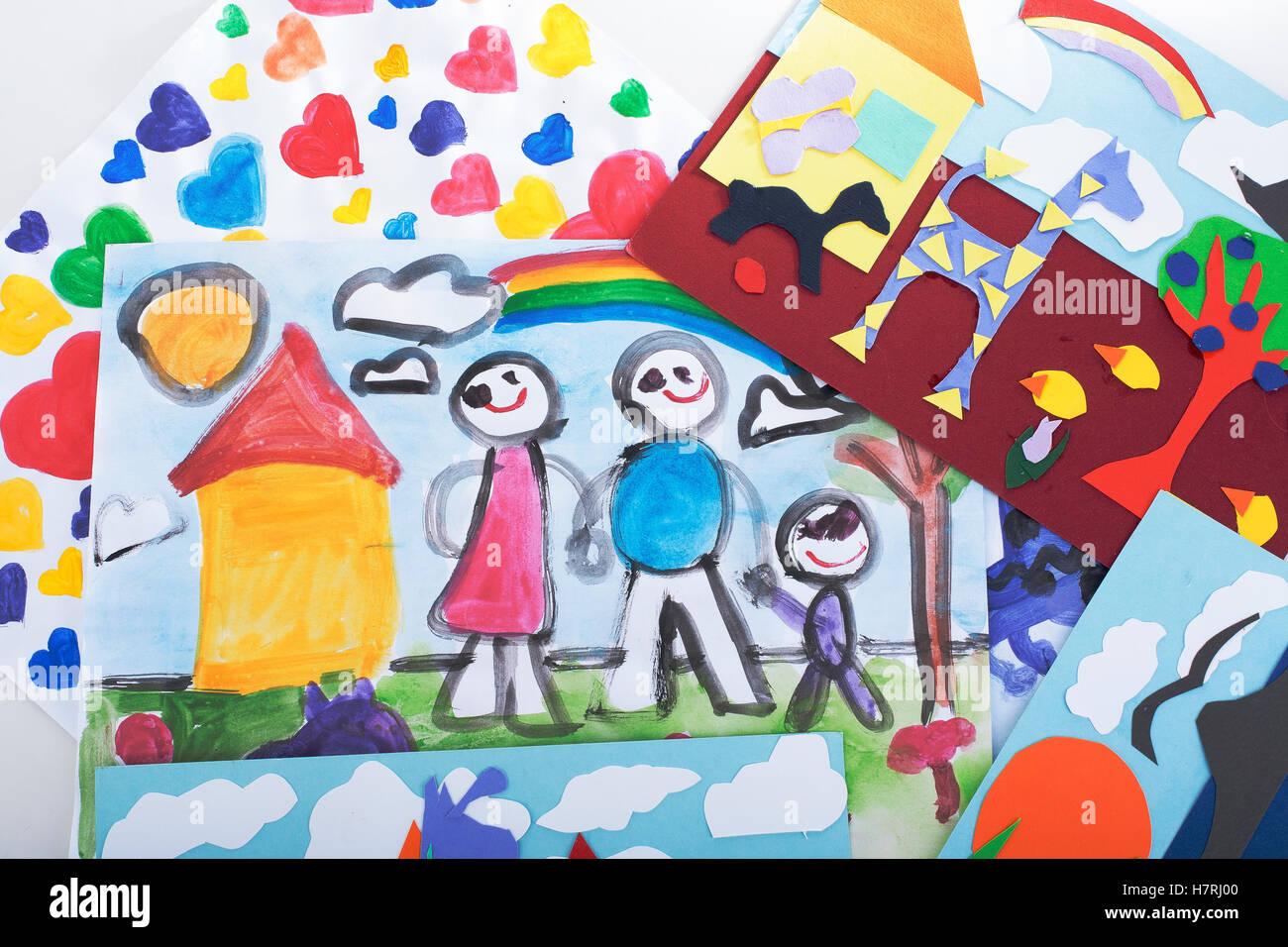 Enfants Peinture Dessin Et Collage Avec Du Papier Coloré Beaux