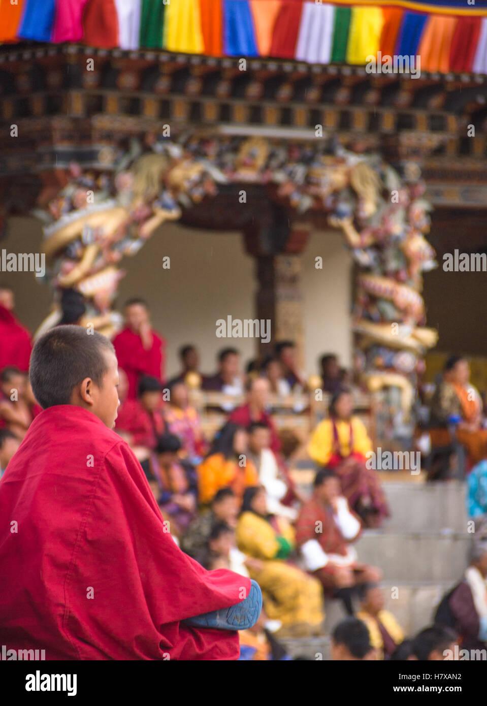Jeune moine à tshechu Tashichho dzong à Thimphu, Bhoutan Photo Stock