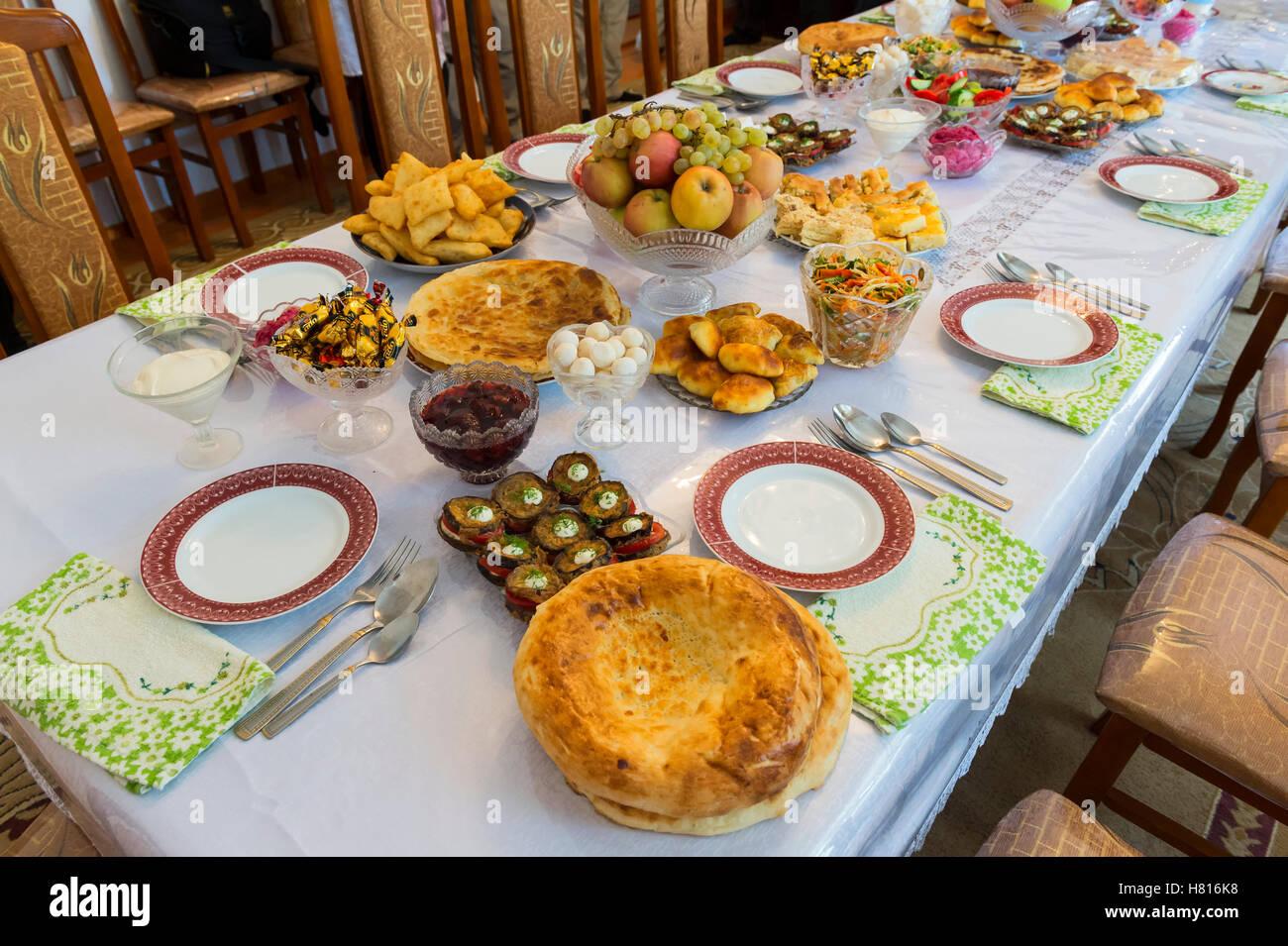 Table Centrale De Cuisine set de cuisine avec table pour les invités, shymkent