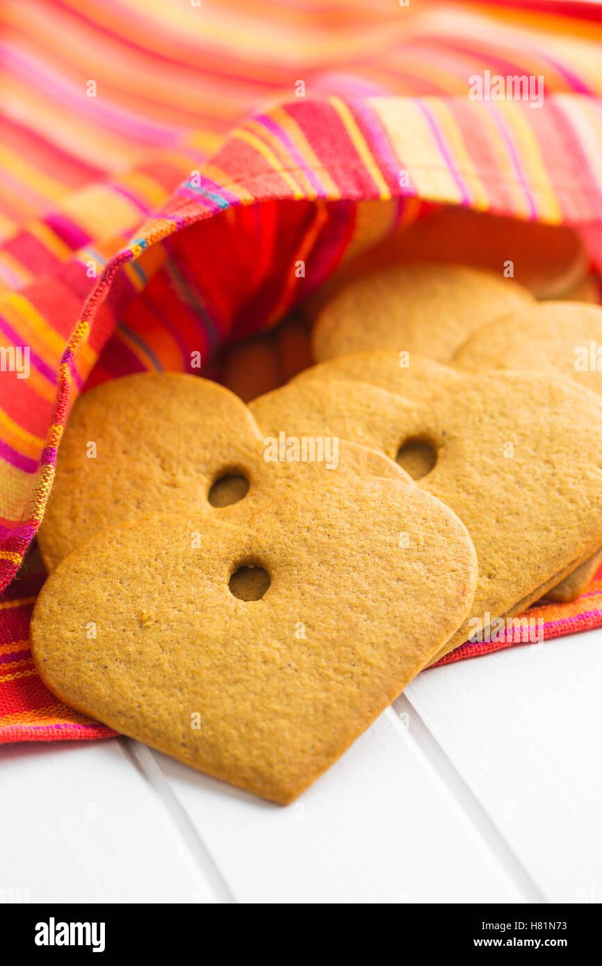 Coeurs d'épices savoureuses sur serviette. Photo Stock