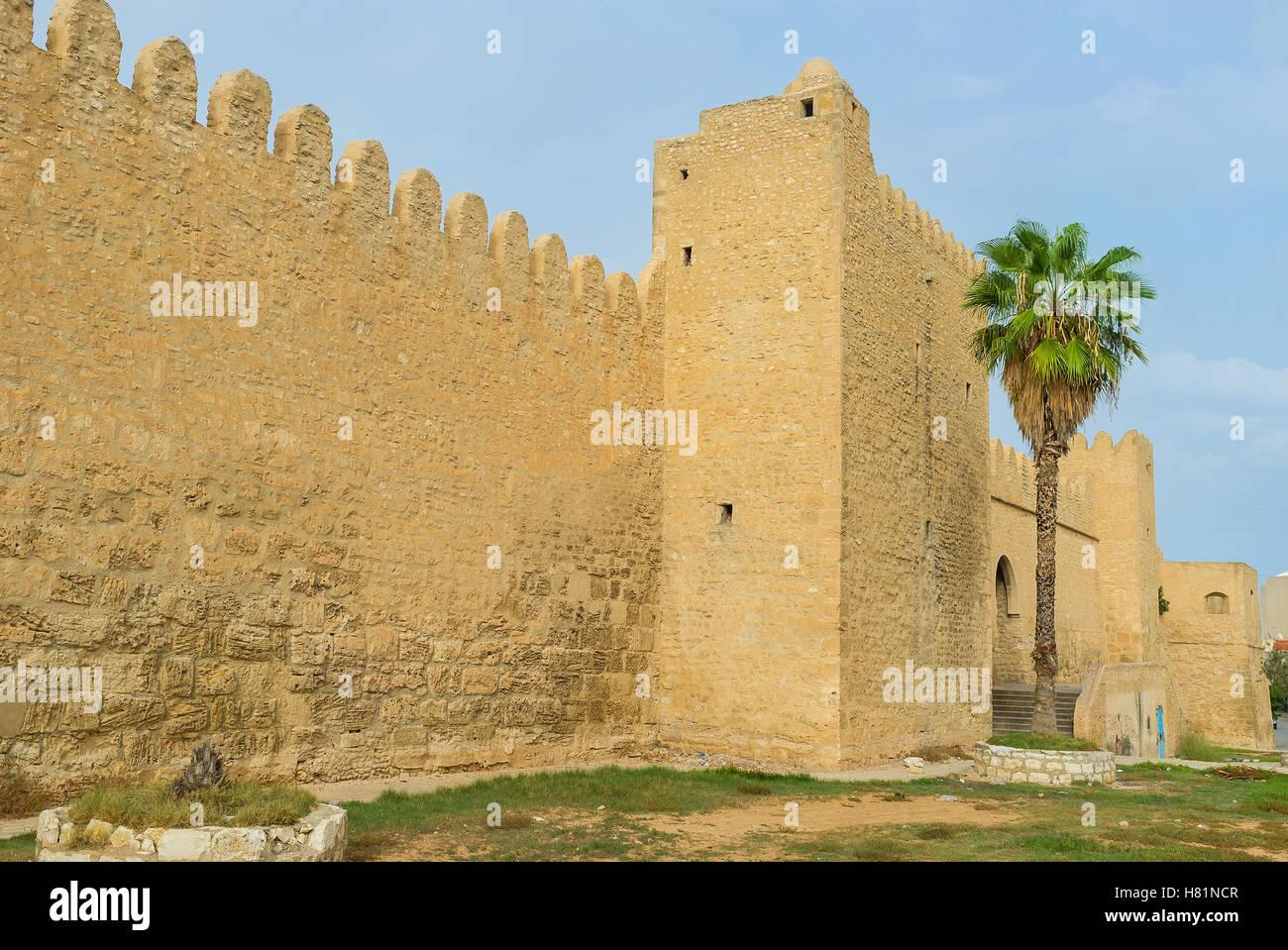 La fortification bien préservé de Sousse a beaucoup de portes de chaque côté, la Tunisie. Photo Stock