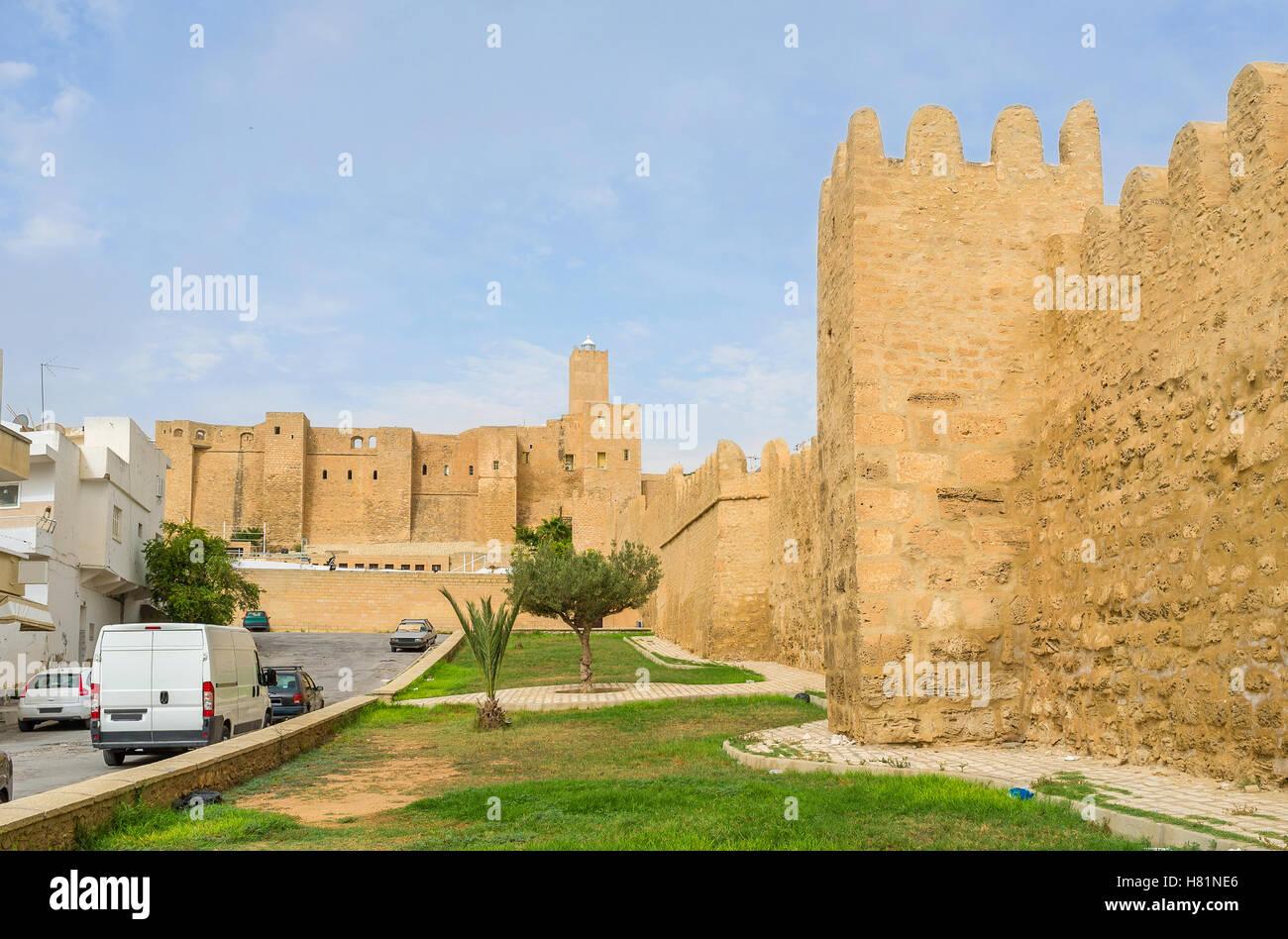 L'agréable promenade à travers les jardins le long du rempart de Medina Sousse, Tunisie. Photo Stock